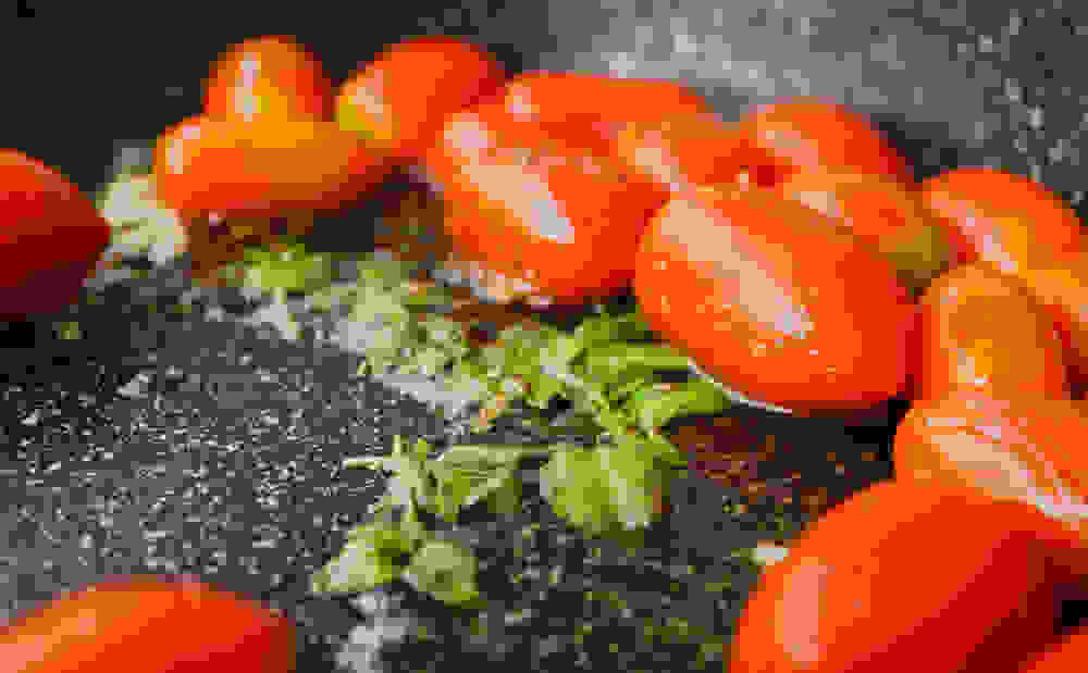 preperring the cherry tomatoes sauce