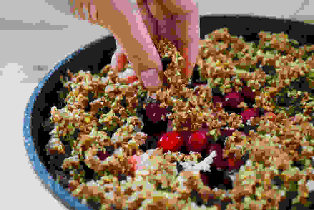 berry crumble with pistachio and almond