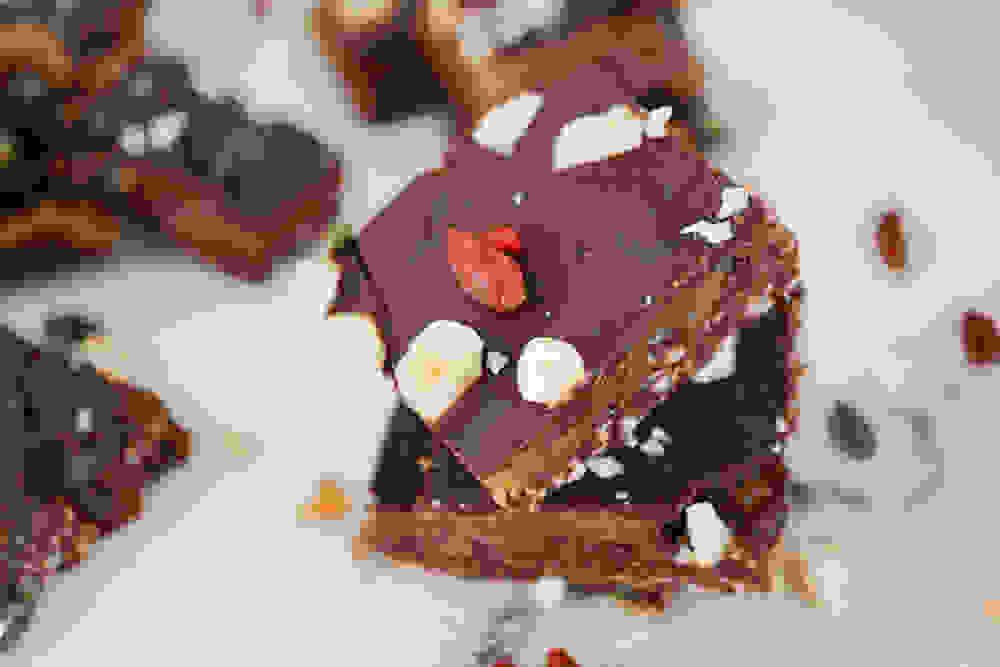 חטיפי פאדג' אגוזי לוז ושוקולד טבעוניים וללא גלוטן לטו בשבט