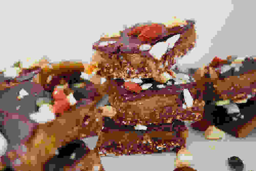 חטיפי פאדג' אגוזי לוז ושוקולד לטו בשבט