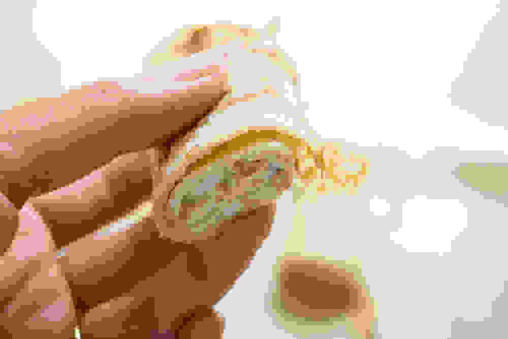 בלינצ'ס טבעוני ללא גלוטן מגולגל עם גבינת טופו מתוקה