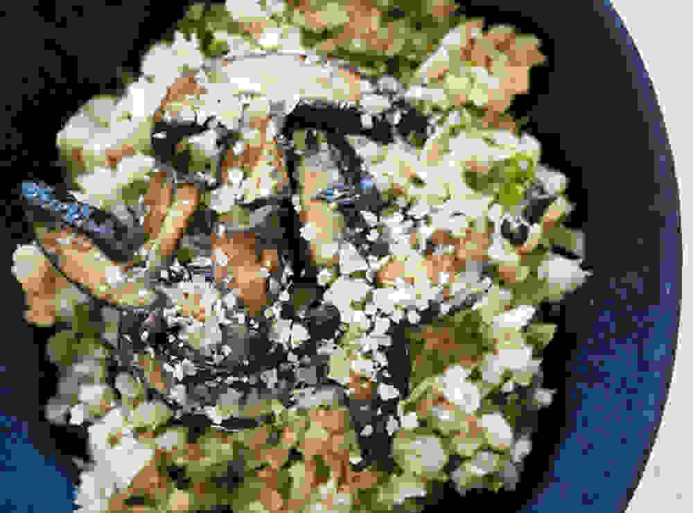 ריזוטו גריסי פנינה טבעוני עם פטריות בקערה