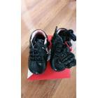 Chaussures à lacets KICKERS Noir