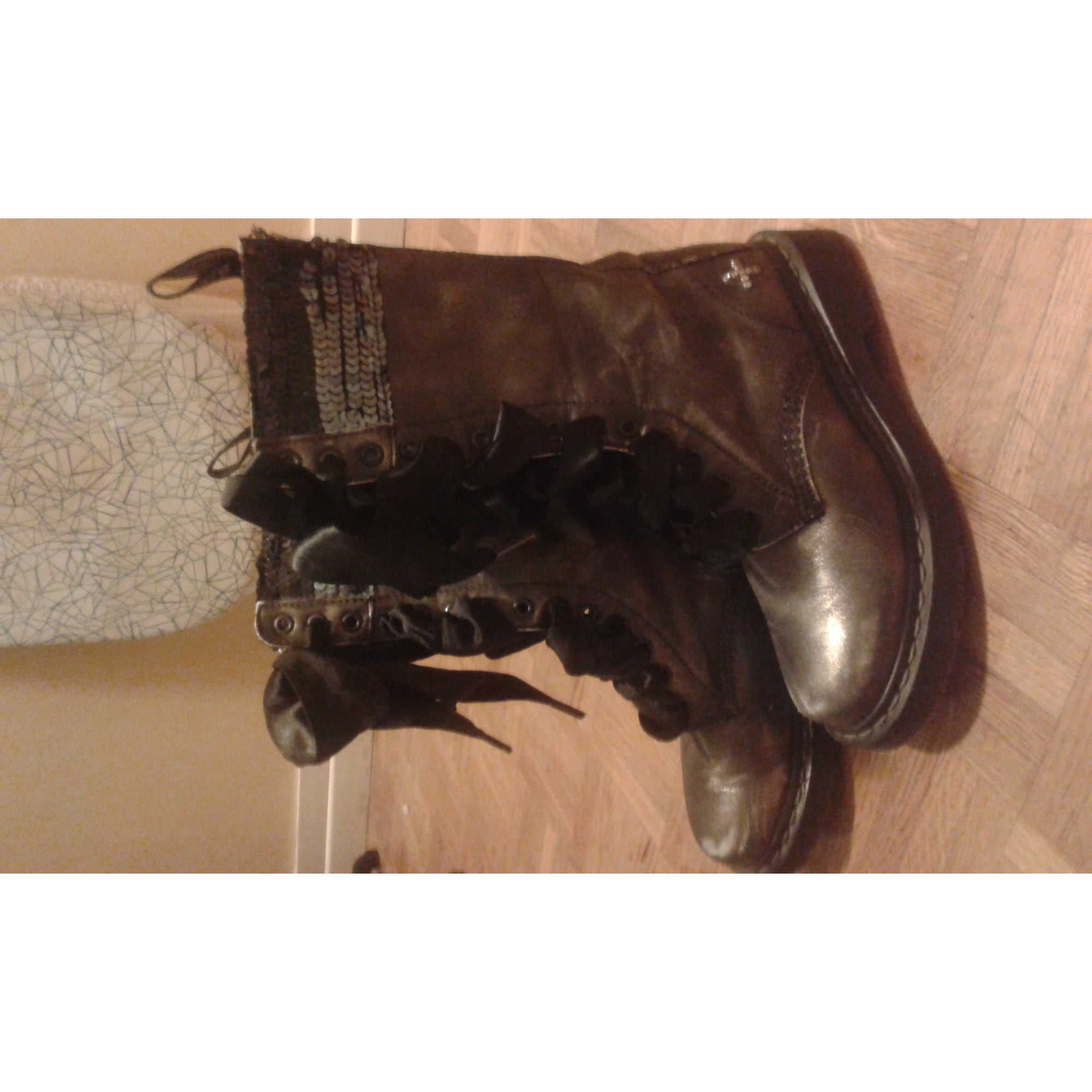 6a73624885a Bottes motards DR. MARTENS 37 gris vendu par Shopname725018 - 2836223