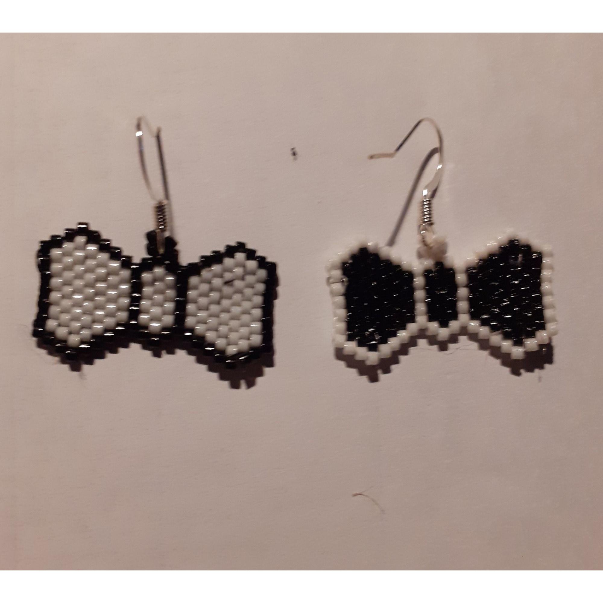 Boucles d'oreille HANDMADE Noir