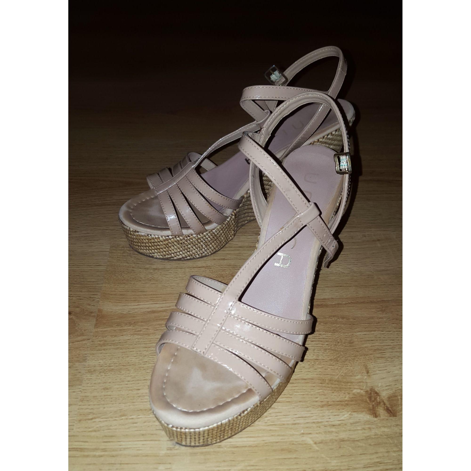 Sandales compensées UNISA Beige, camel