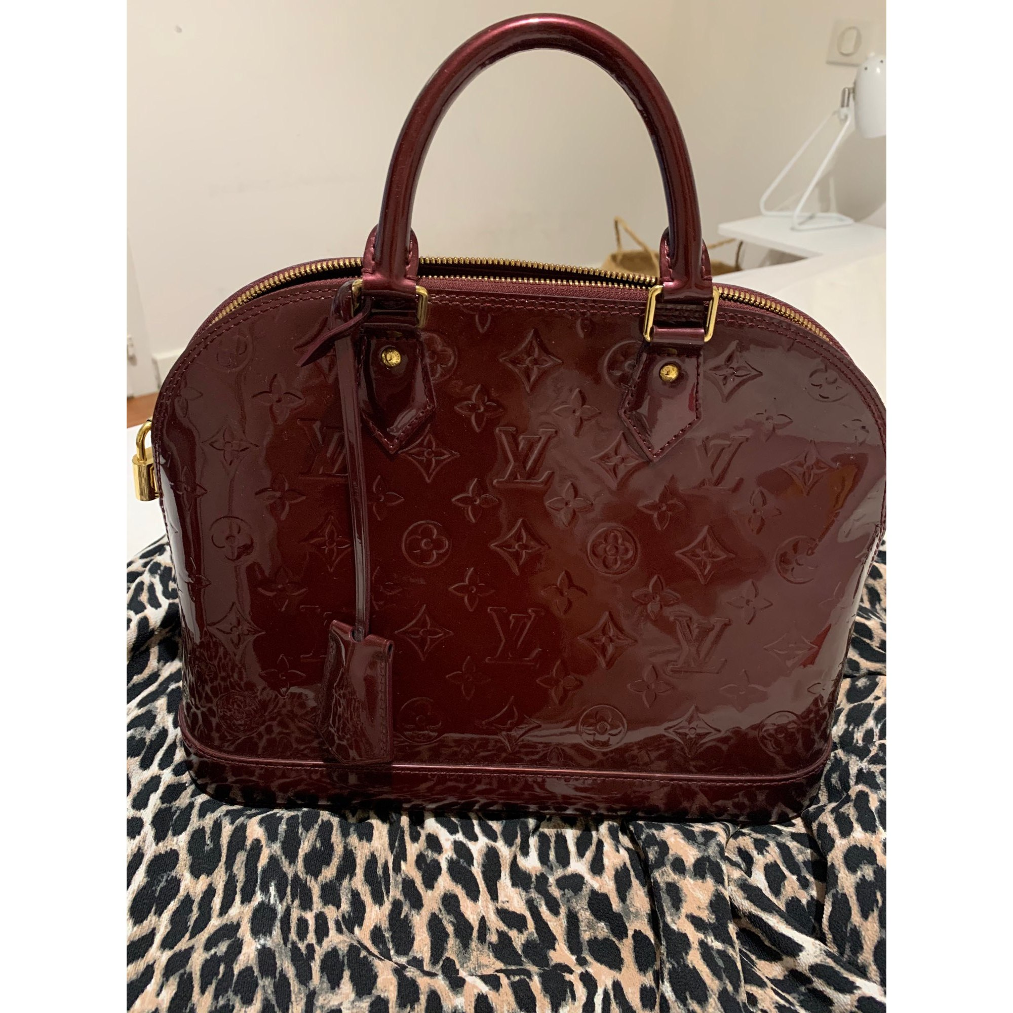Sac à main en cuir LOUIS VUITTON Alma Rouge, bordeaux