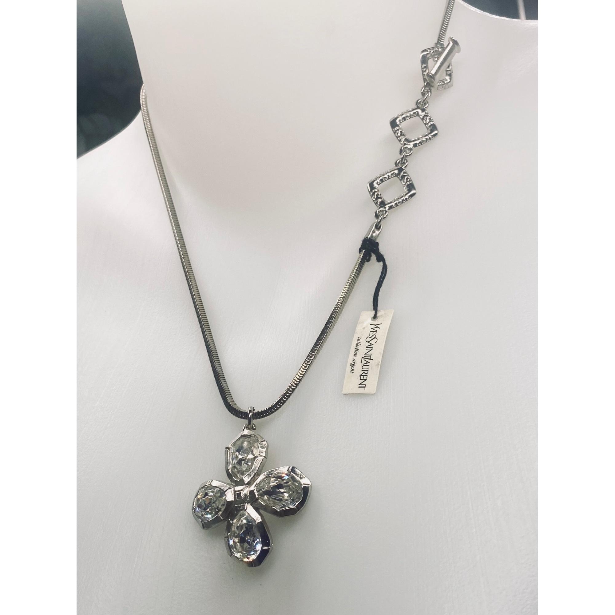 Pendentif, collier pendentif YVES SAINT LAURENT Argenté, acier
