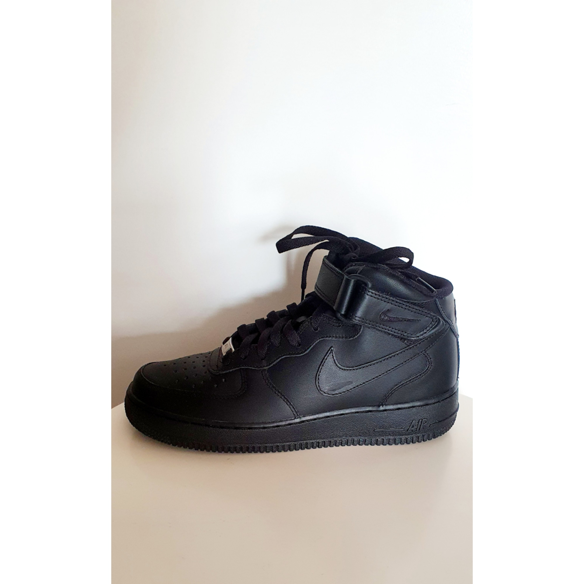 Baskets NIKE Noir