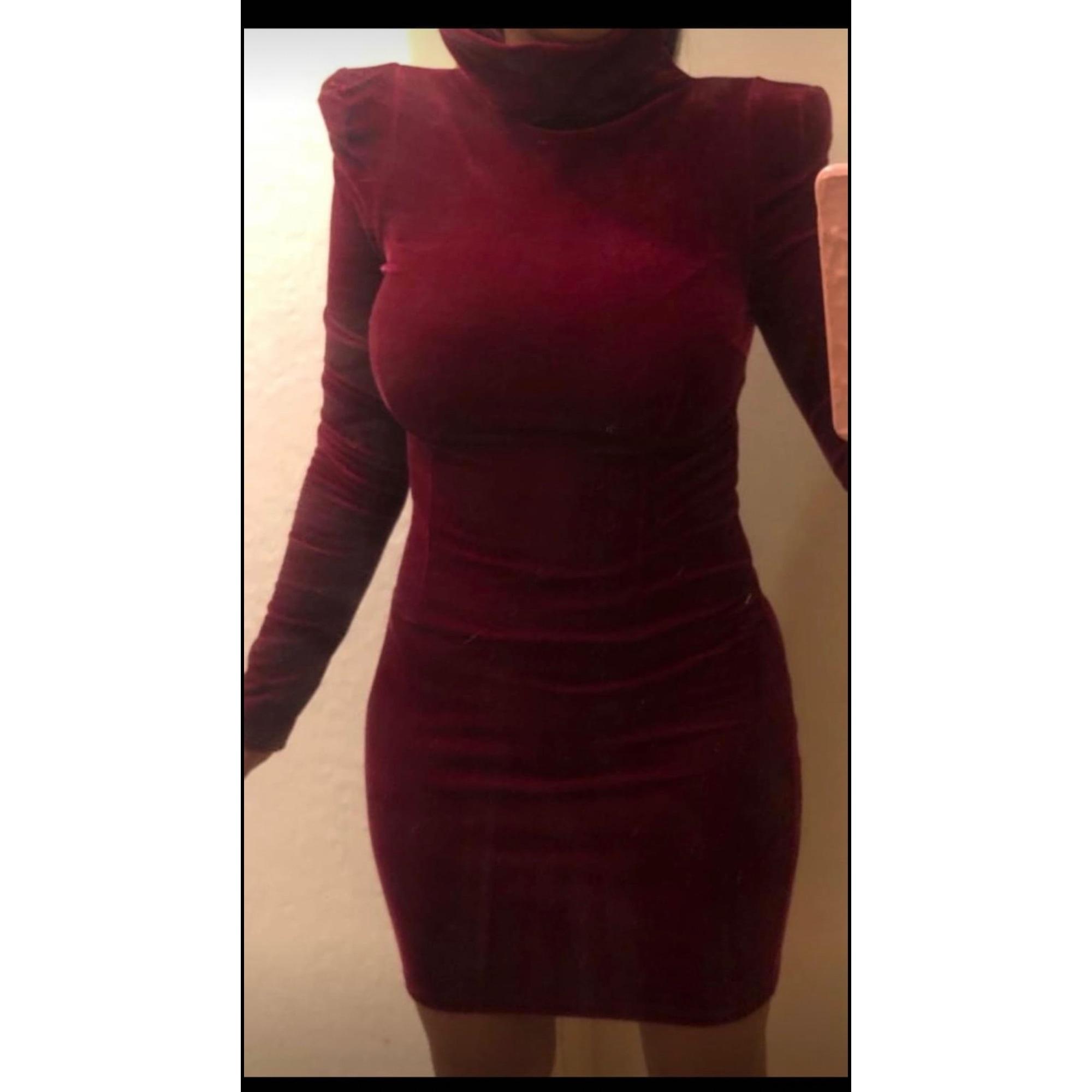Robe courte GUESS Rouge, bordeaux