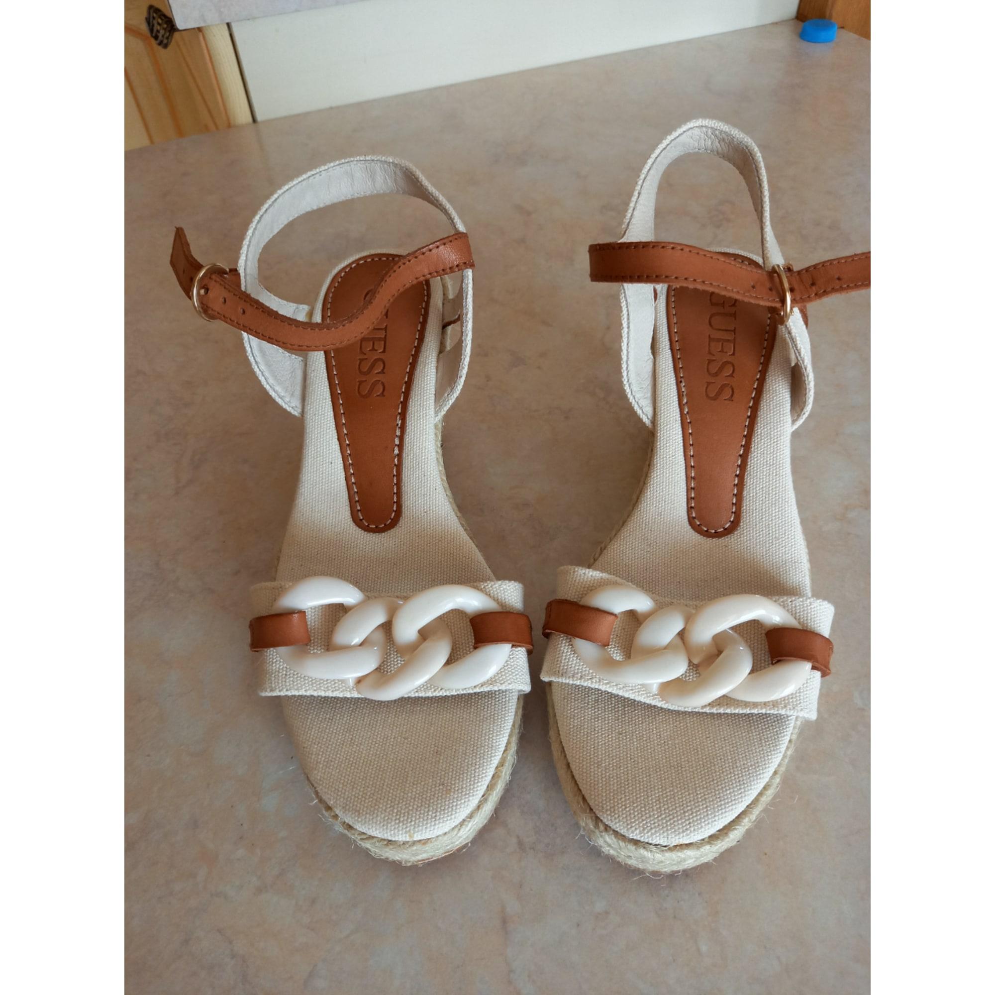 Sandales compensées GUESS Blanc, blanc cassé, écru