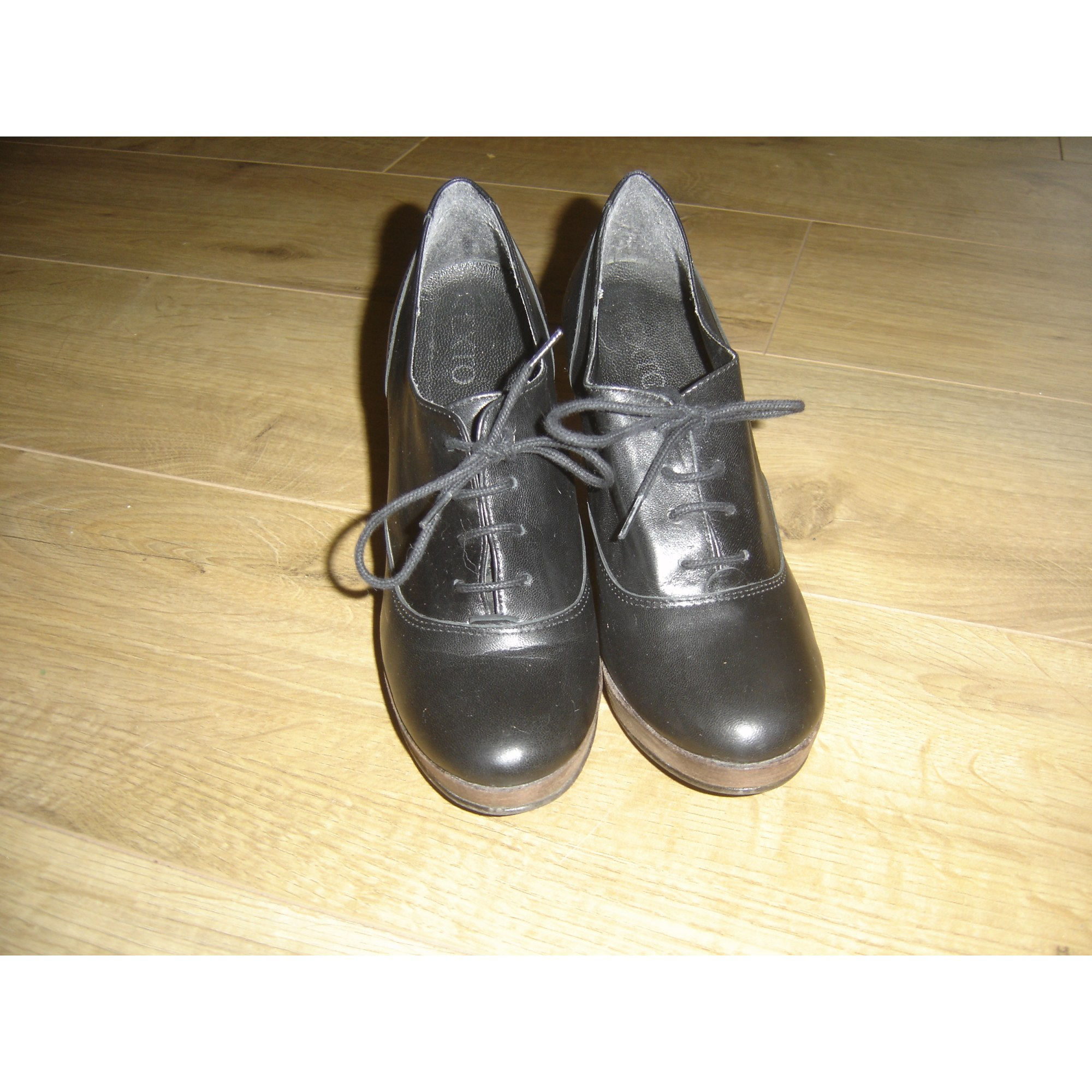 Chaussures à lacets  TEXTO Noir