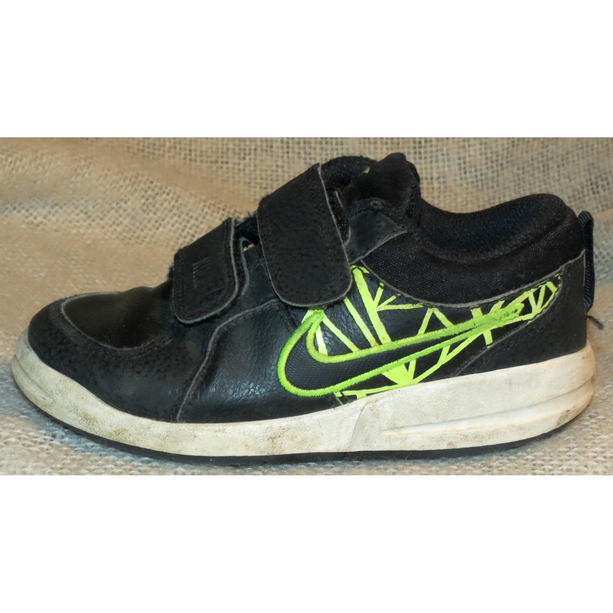 chaussure nike avec scratche