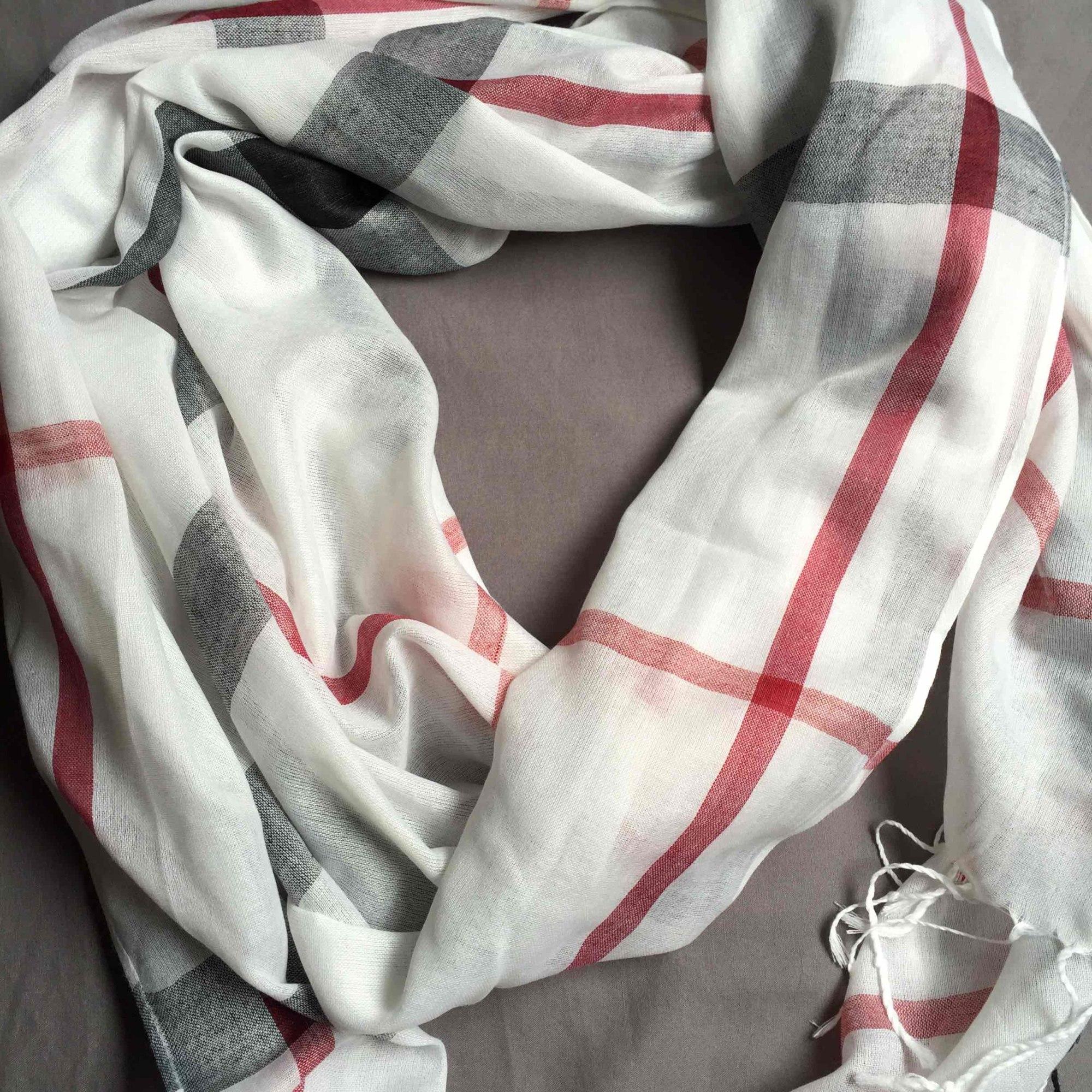 Foulard MARQUE INCONNUE Blanc, blanc cassé, écru
