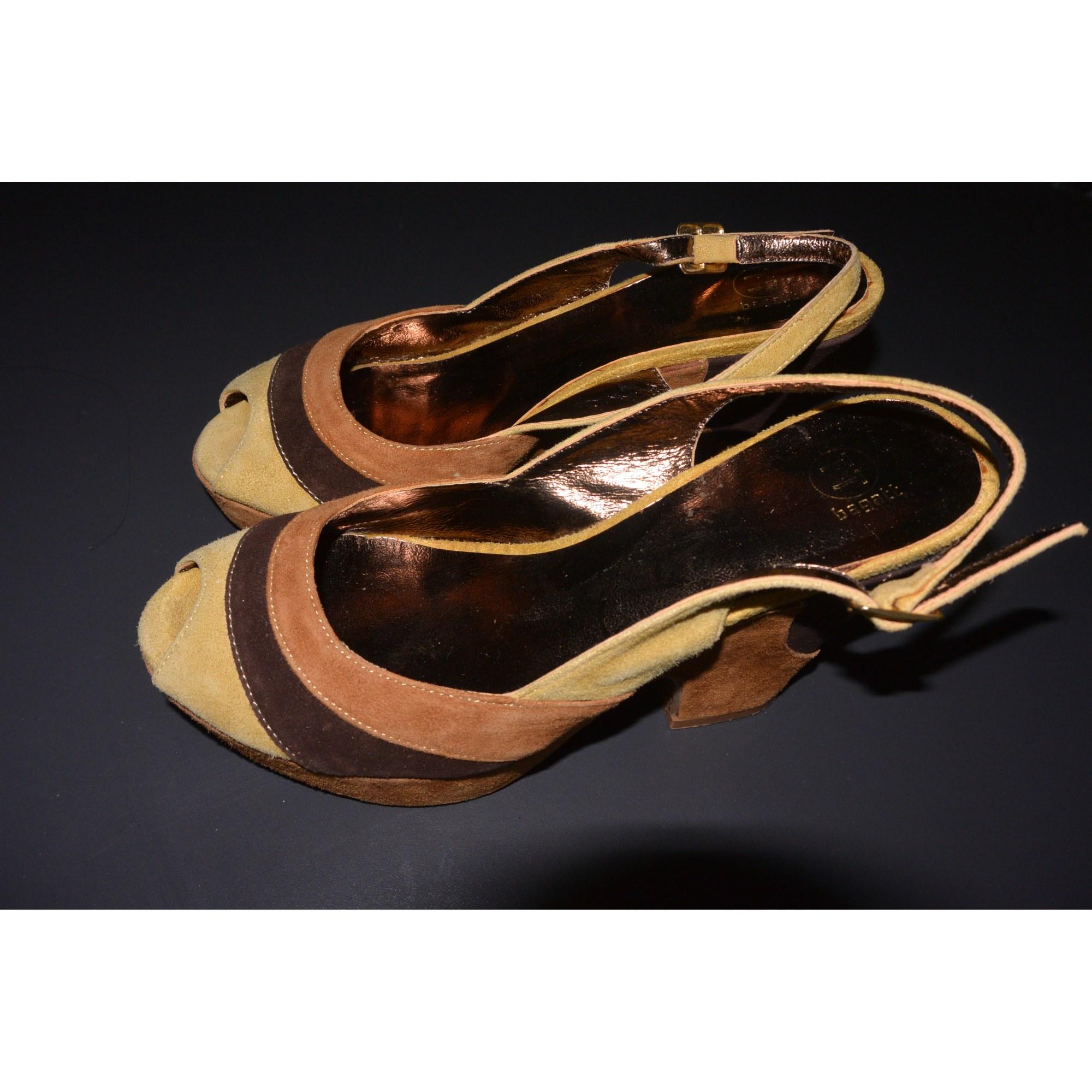 Sandales compensées BAGATT camel, marron et jaune