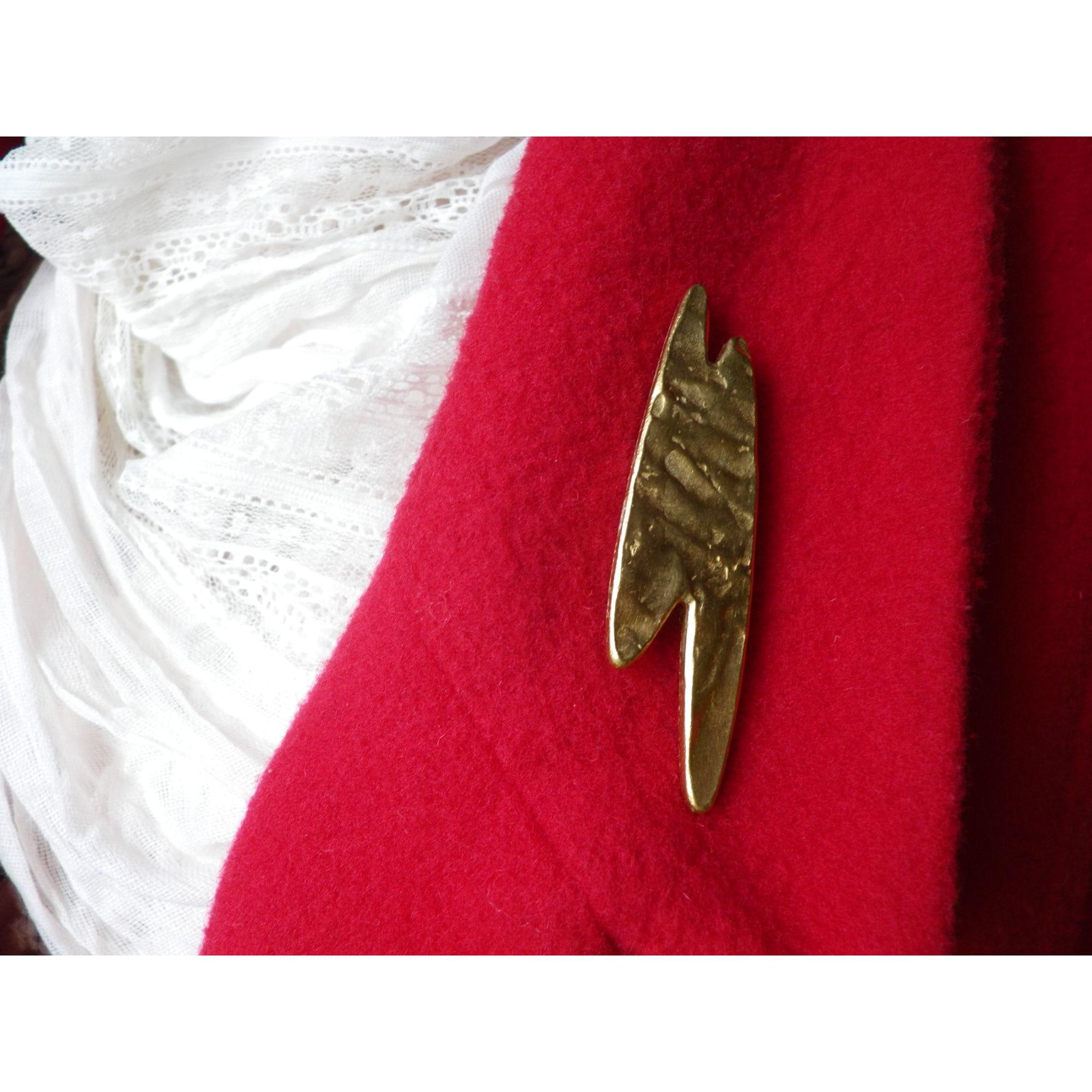 Broche BICHE DE BÈRE Doré, bronze, cuivre