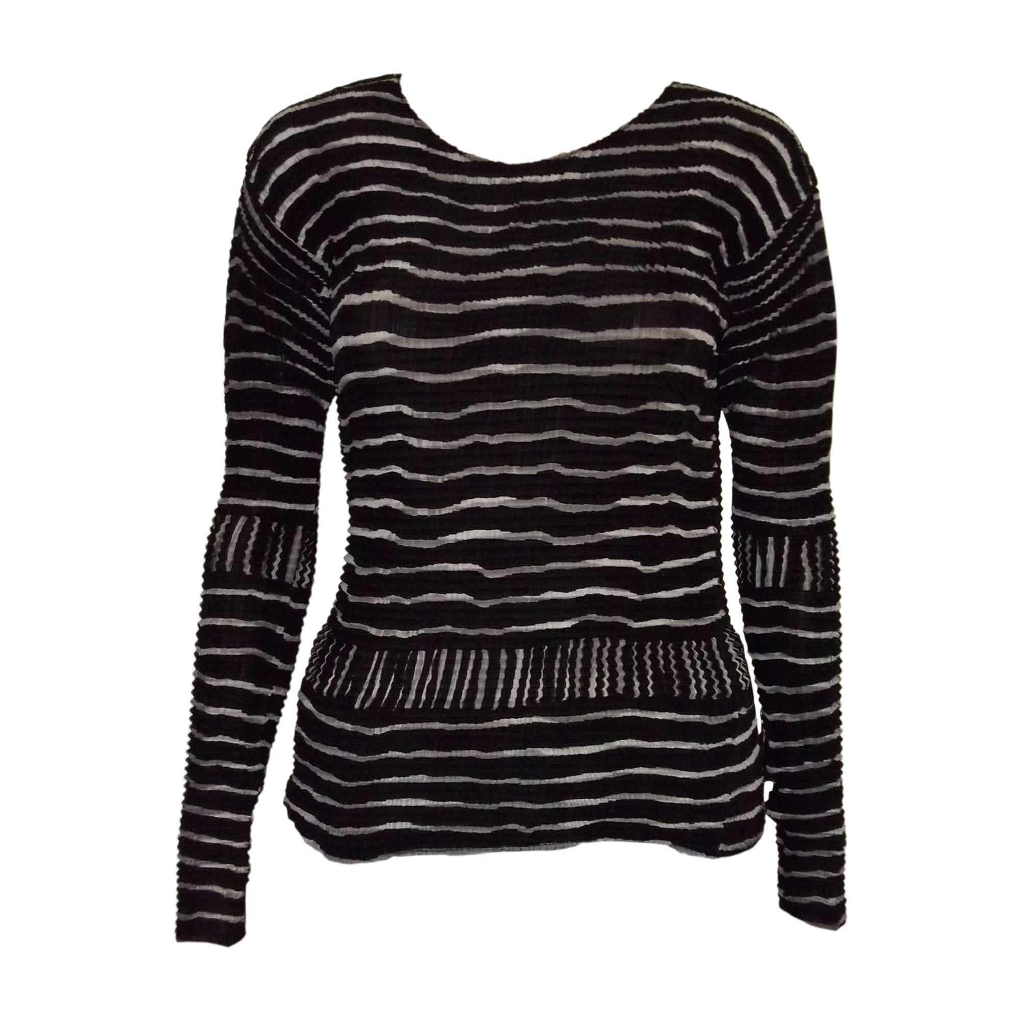 Top, tee-shirt ISSEY MIYAKE Noir