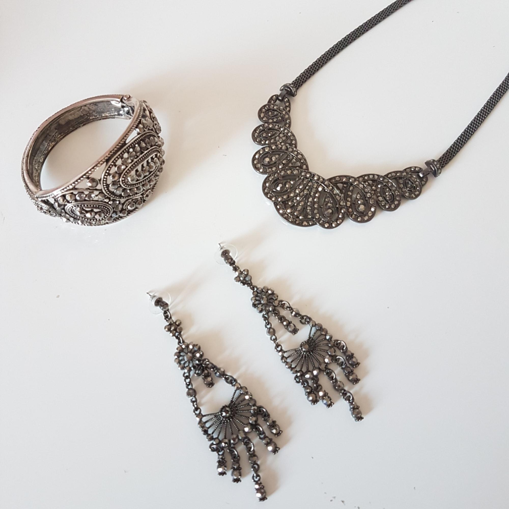 Parure bijoux MARQUE INCONNUE Argenté, acier