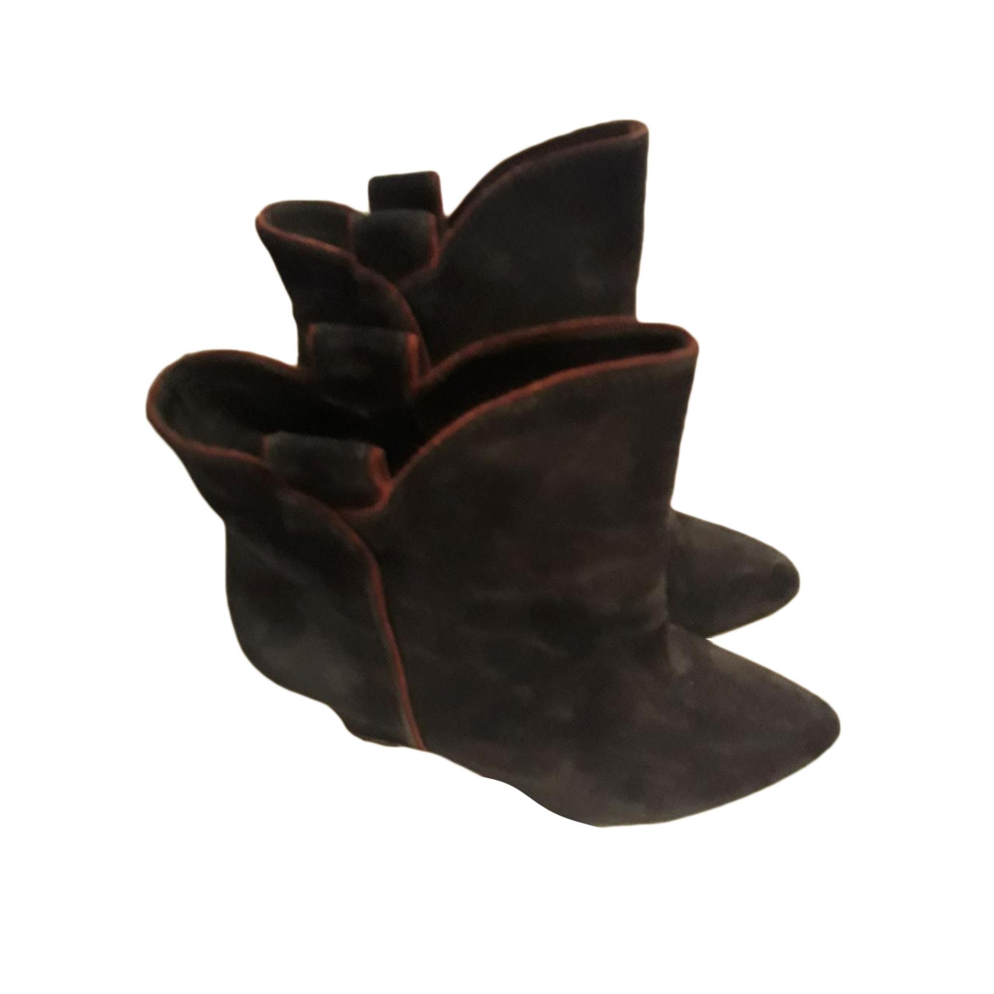 Bottines & low boots à compensés BEL AIR noir avec une bande rouge sur les cote