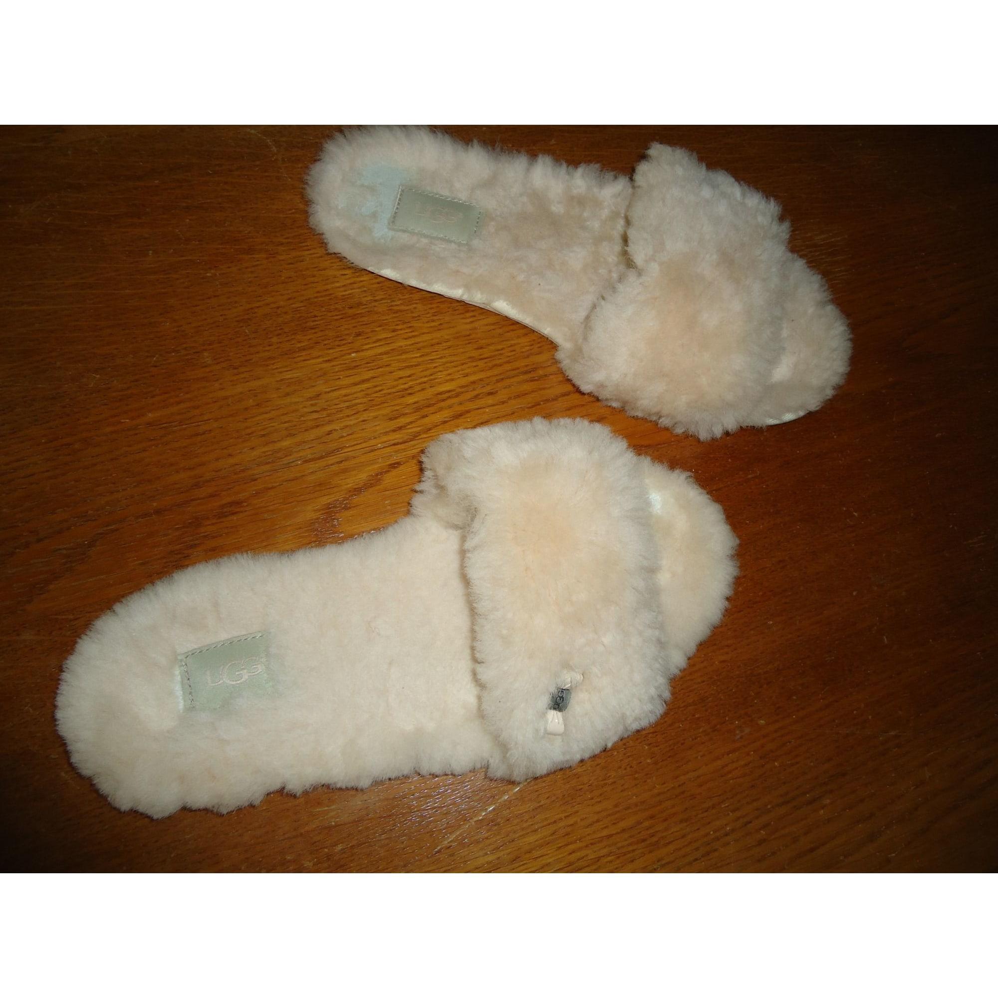 Chaussons & pantoufles UGG Blanc, blanc cassé, écru