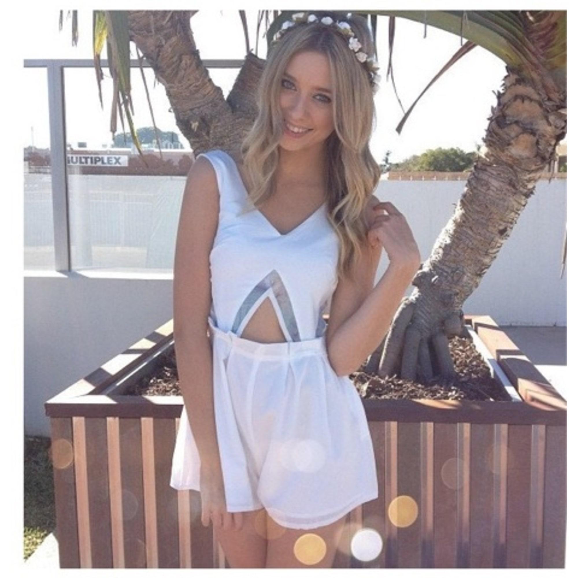 358228781b5 Playsuit sabo skirt white vendu par justine jpg 2000x2000 Sabo skirt