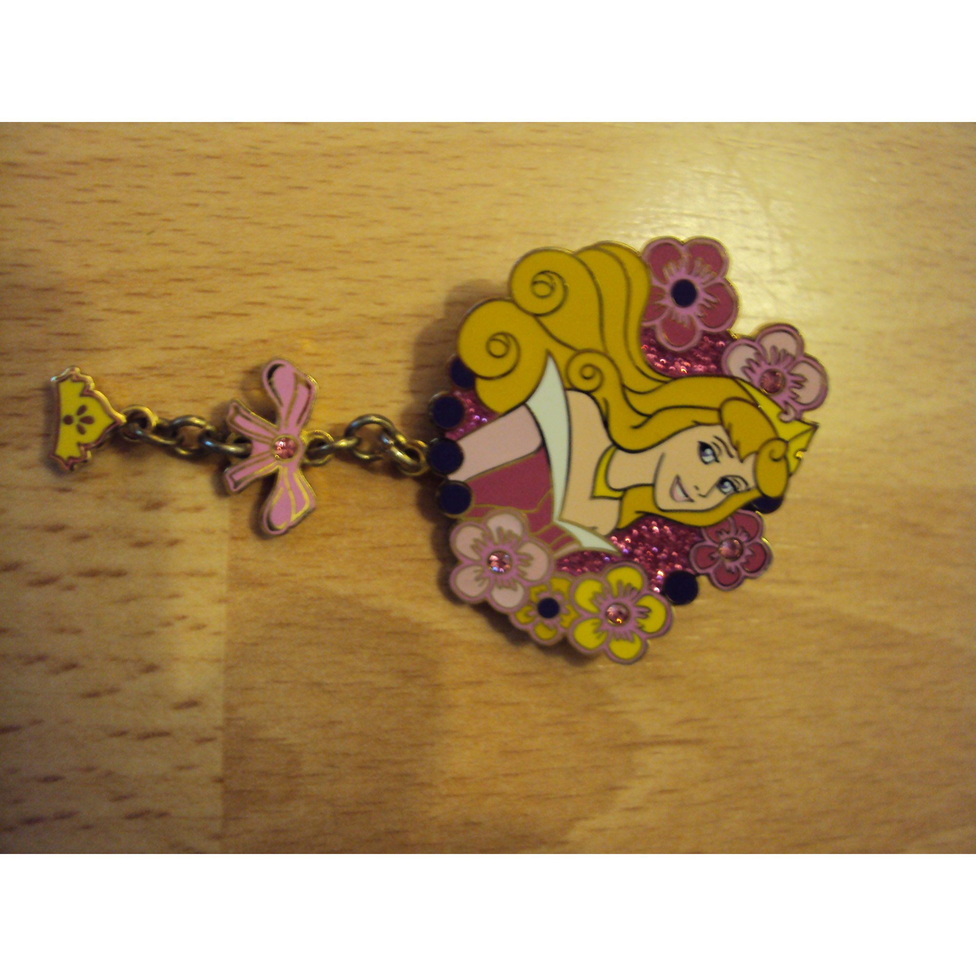 Pin's DISNEY acier multicolore