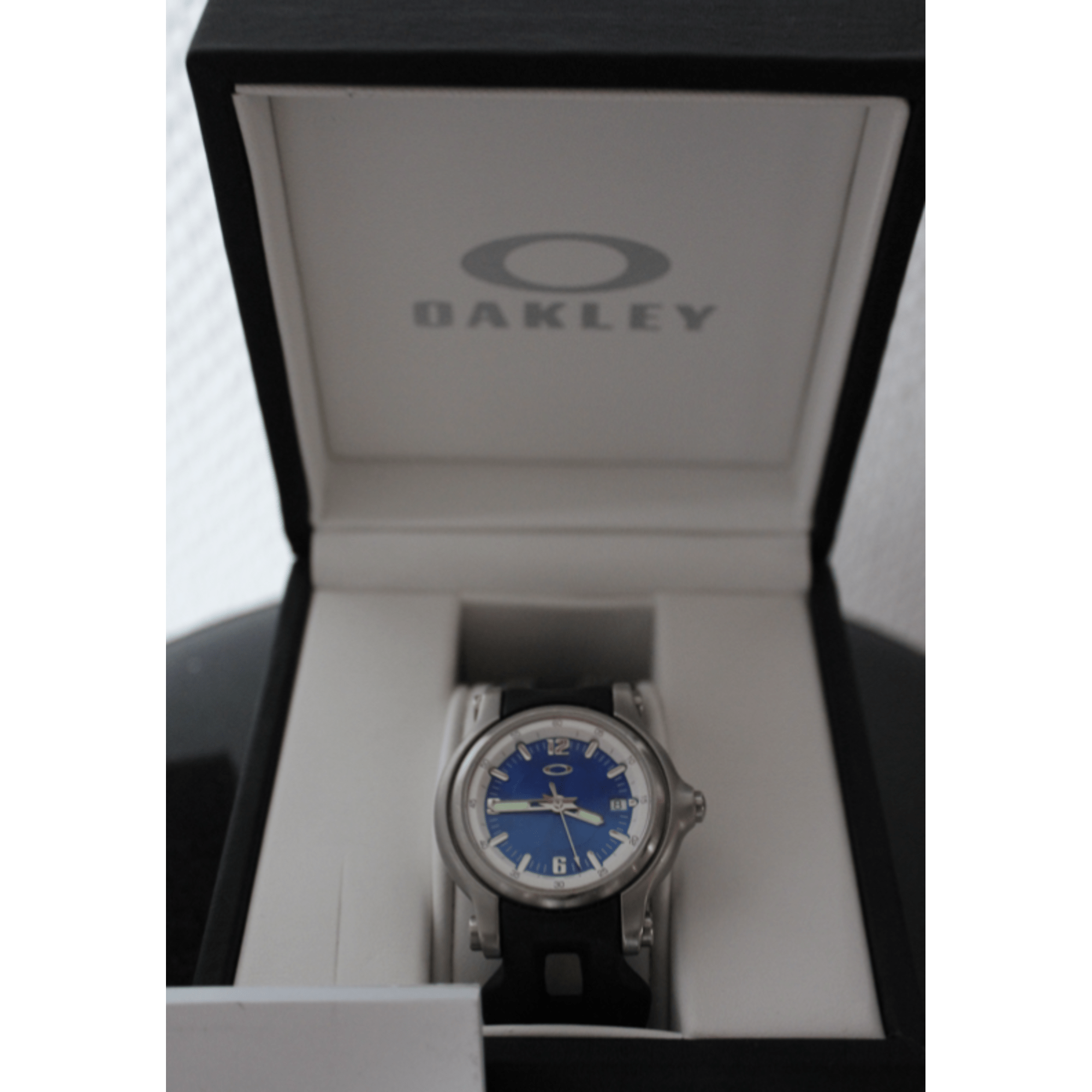 Montre au poignet OAKLEY Bleu, bleu marine, bleu turquoise d47c22cc7f31