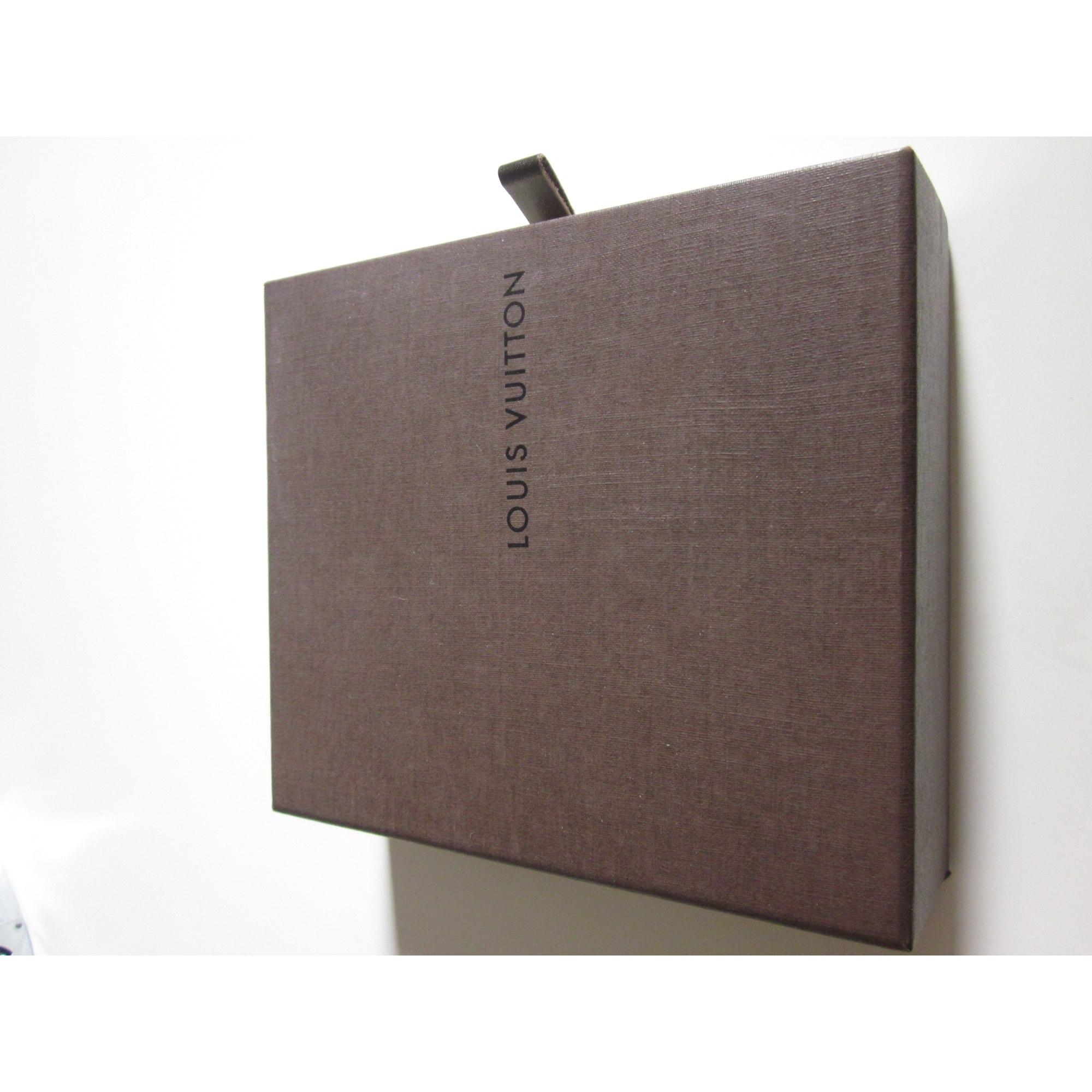 schl sseletui louis vuitton gold vendu par sofy16237 1969920. Black Bedroom Furniture Sets. Home Design Ideas