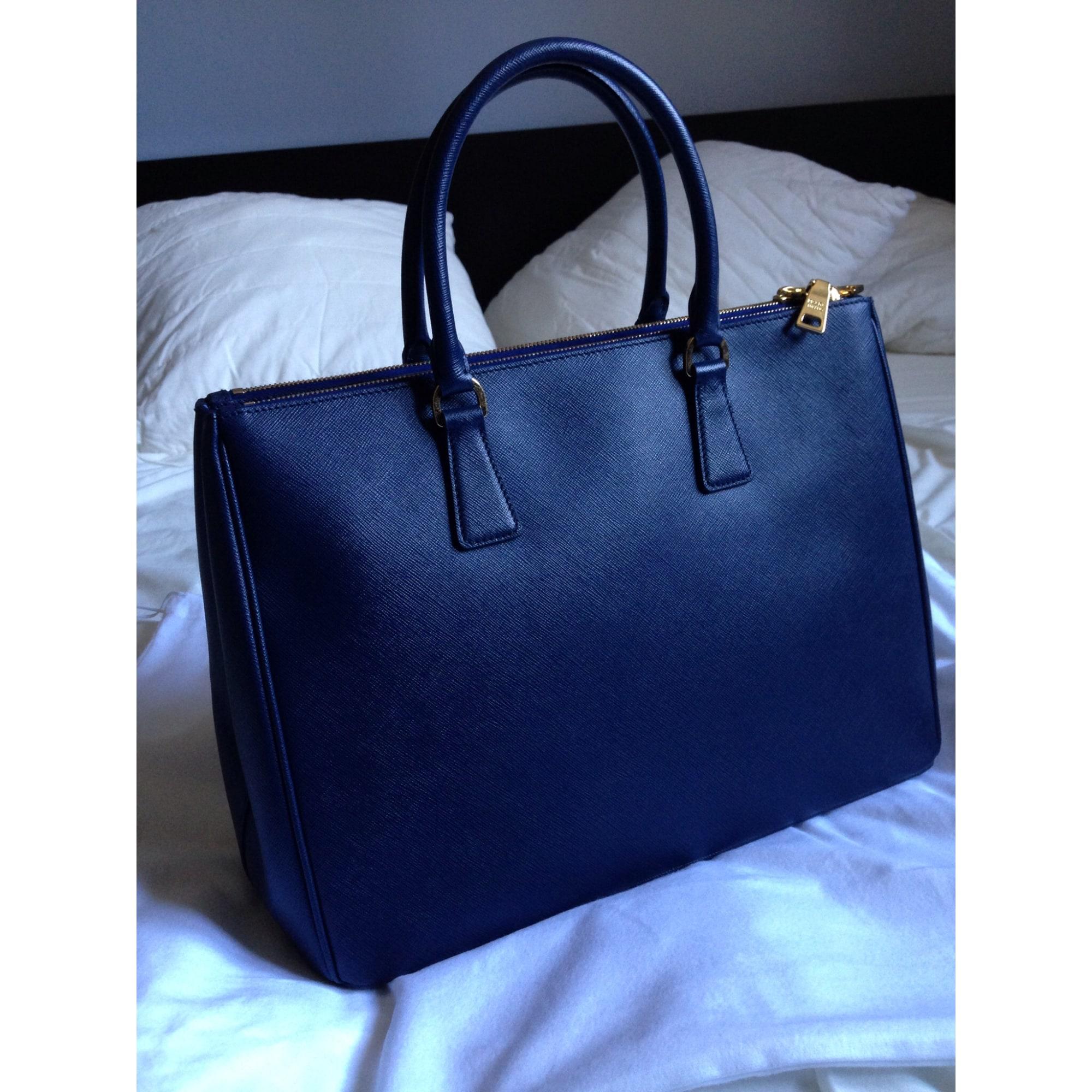 Sac à main en cuir PRADA bleu vendu par Qwartergirl511315 - 2098637 68efbcbddb0