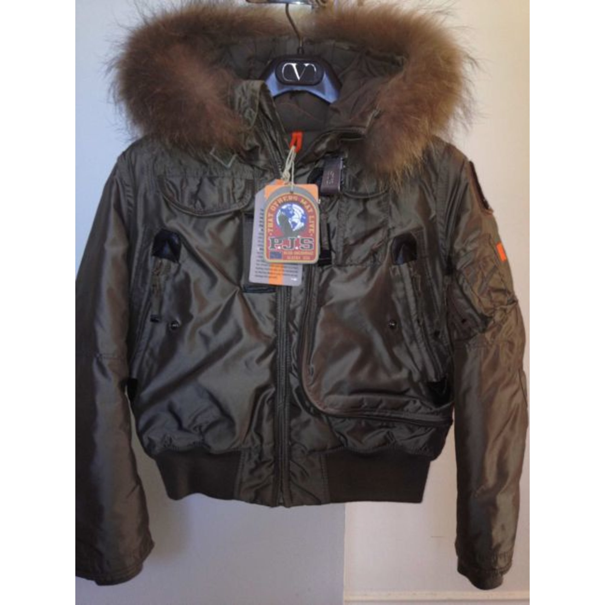 pull parajumpers