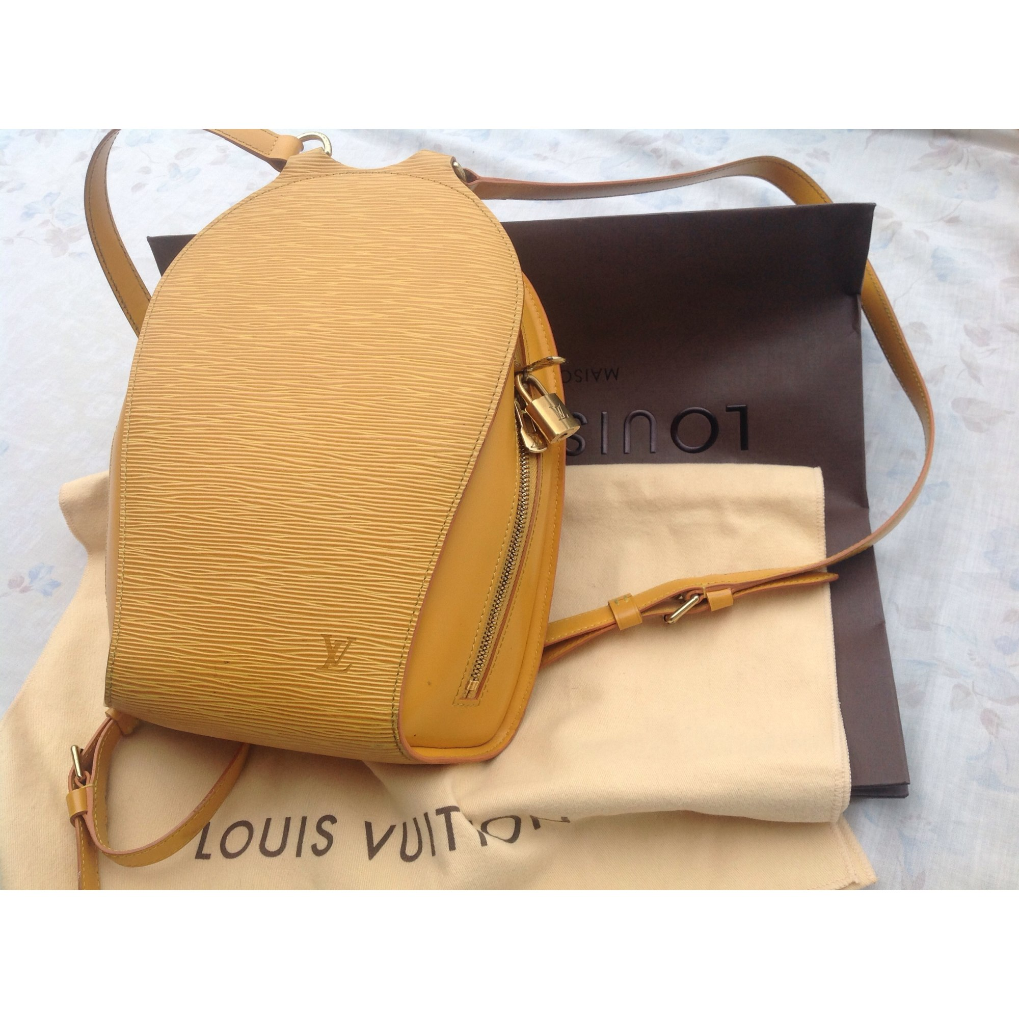 Sac à dos LOUIS VUITTON jaune vendu par Shopname665295 - 2547869 0bd4fcc23e0