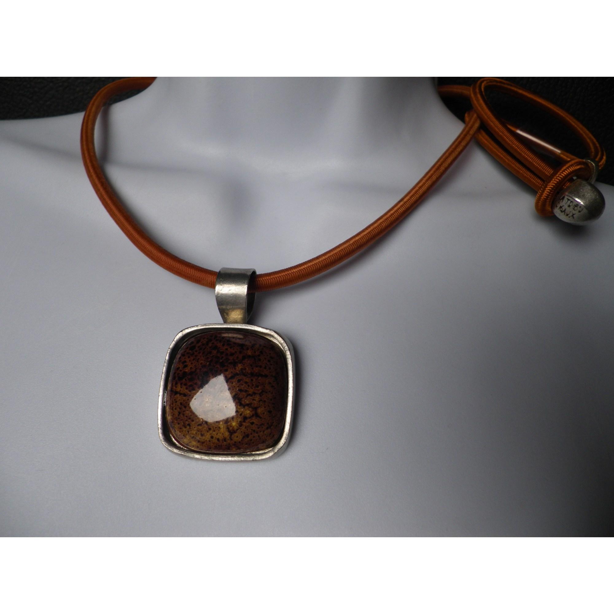 Parure bijoux LA TRIBU RIGAUX caoutchouc marron