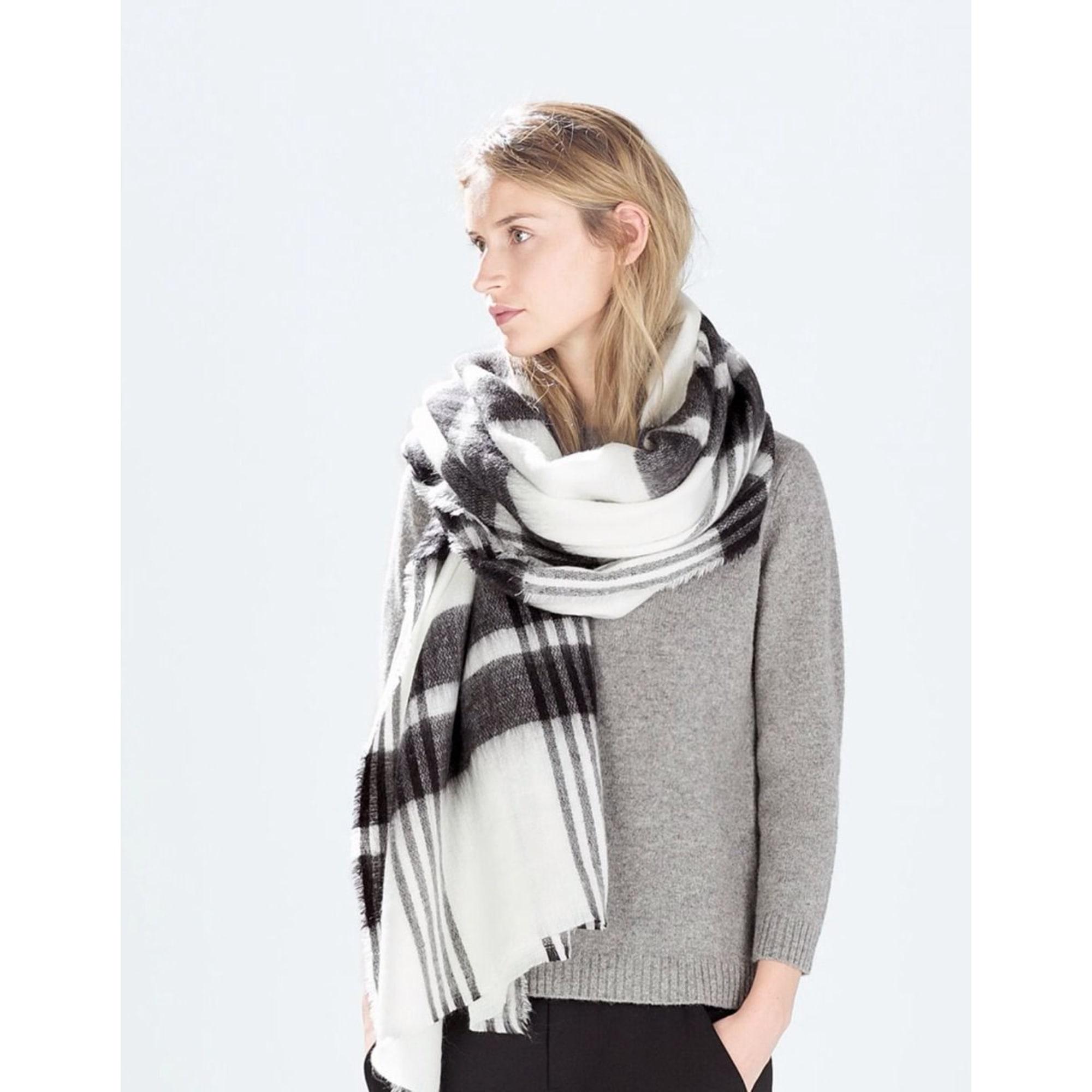 237b5685e81bf Echarpe ZARA blanc vendu par Julie dressing shop - 3052492