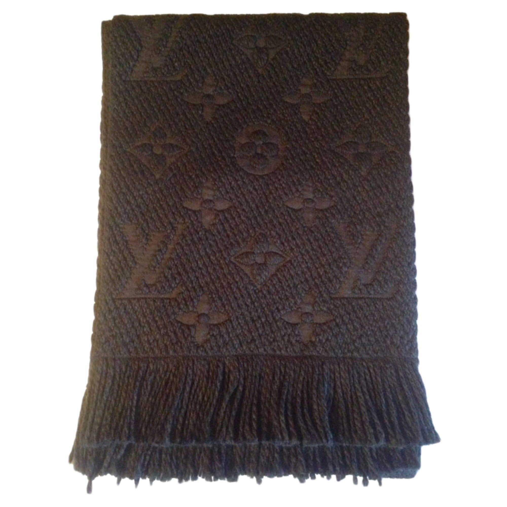 12b35721c1a5 Echarpe LOUIS VUITTON noir vendu par Anais... - 3167552