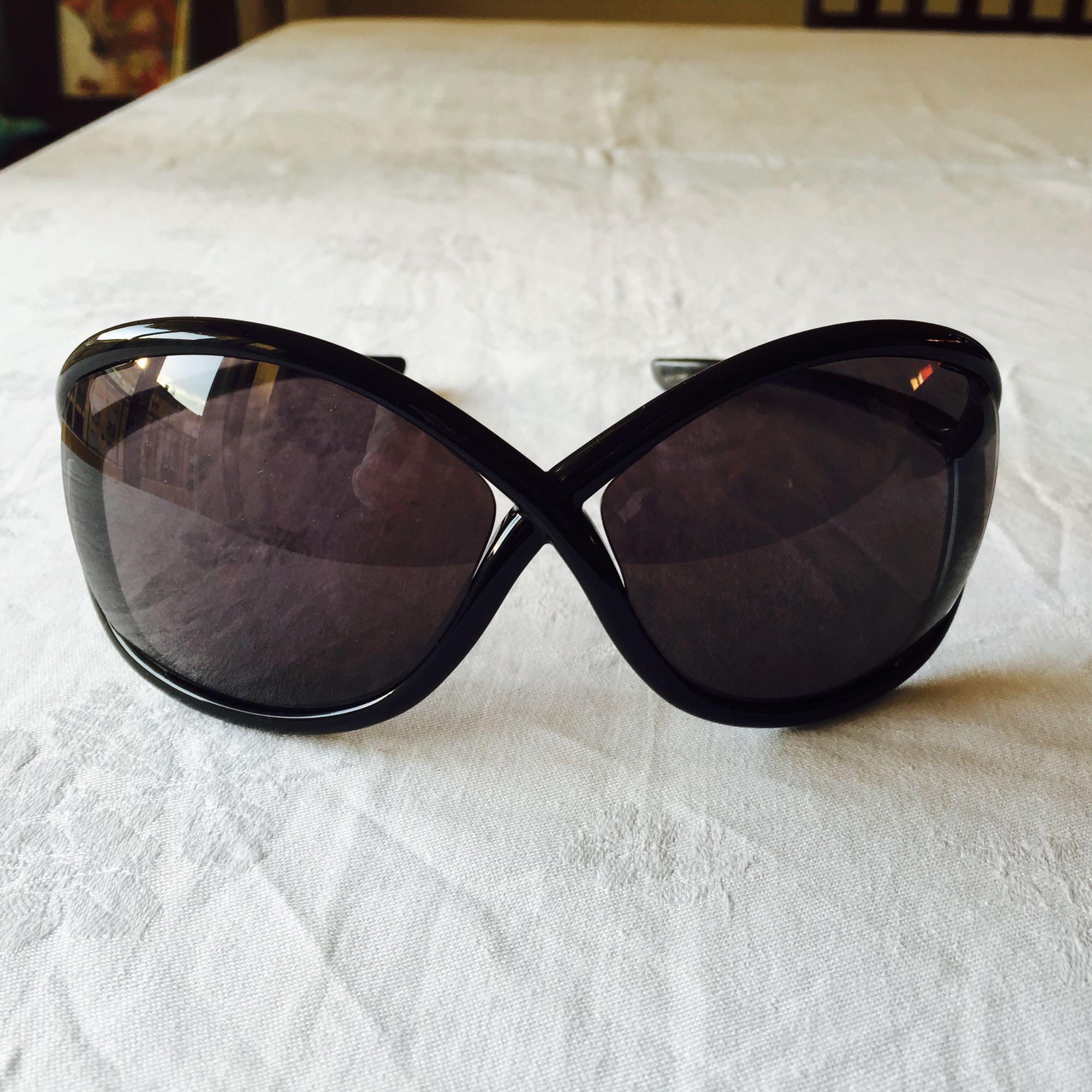 sonnenbrille tom ford schwarz vendu par chic dressing de. Black Bedroom Furniture Sets. Home Design Ideas