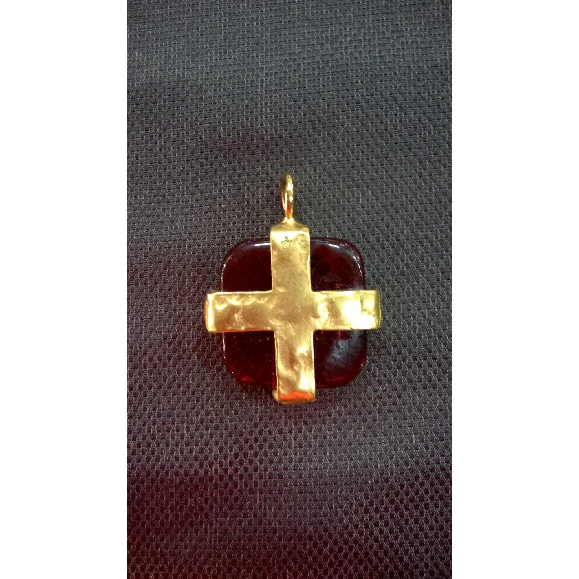 Pendentif, collier pendentif BICHE DE BÈRE métal rouge