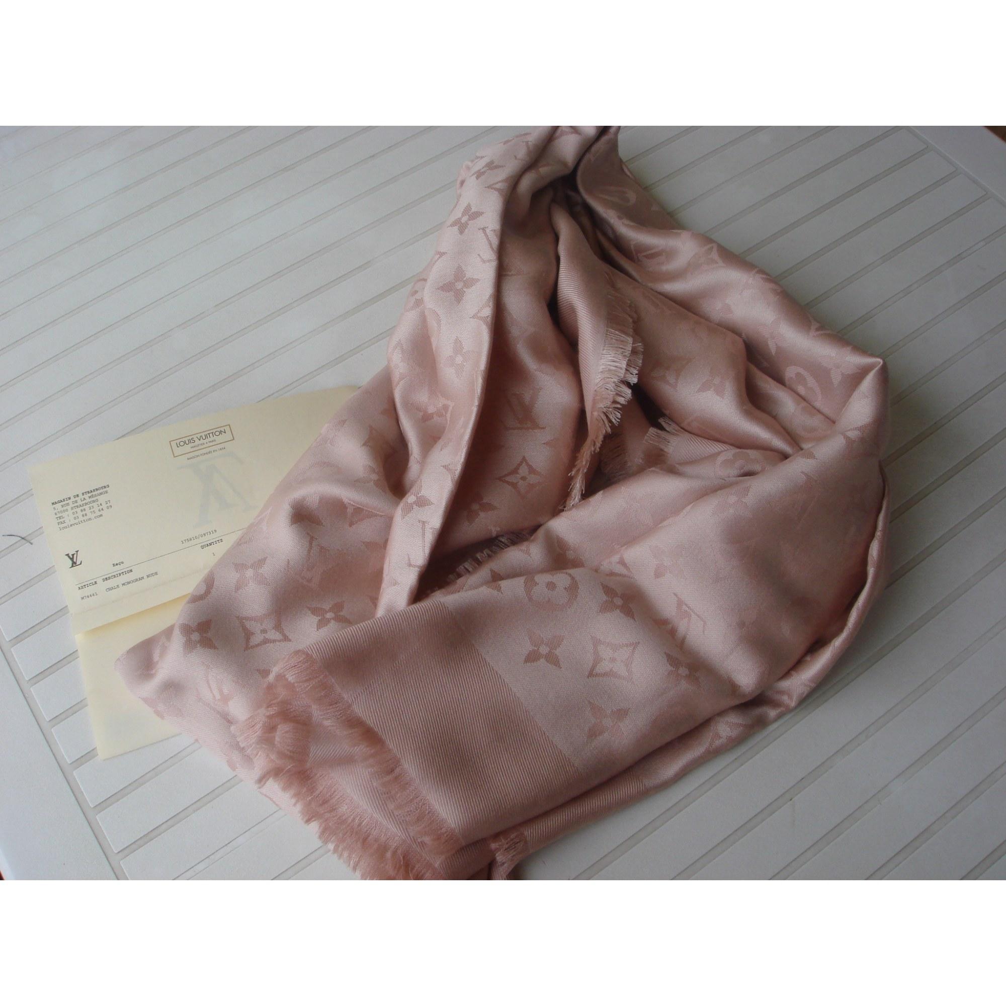 Châle LOUIS VUITTON nude vendu par Le vide dressing de marie102945 ... 63231f93d0c