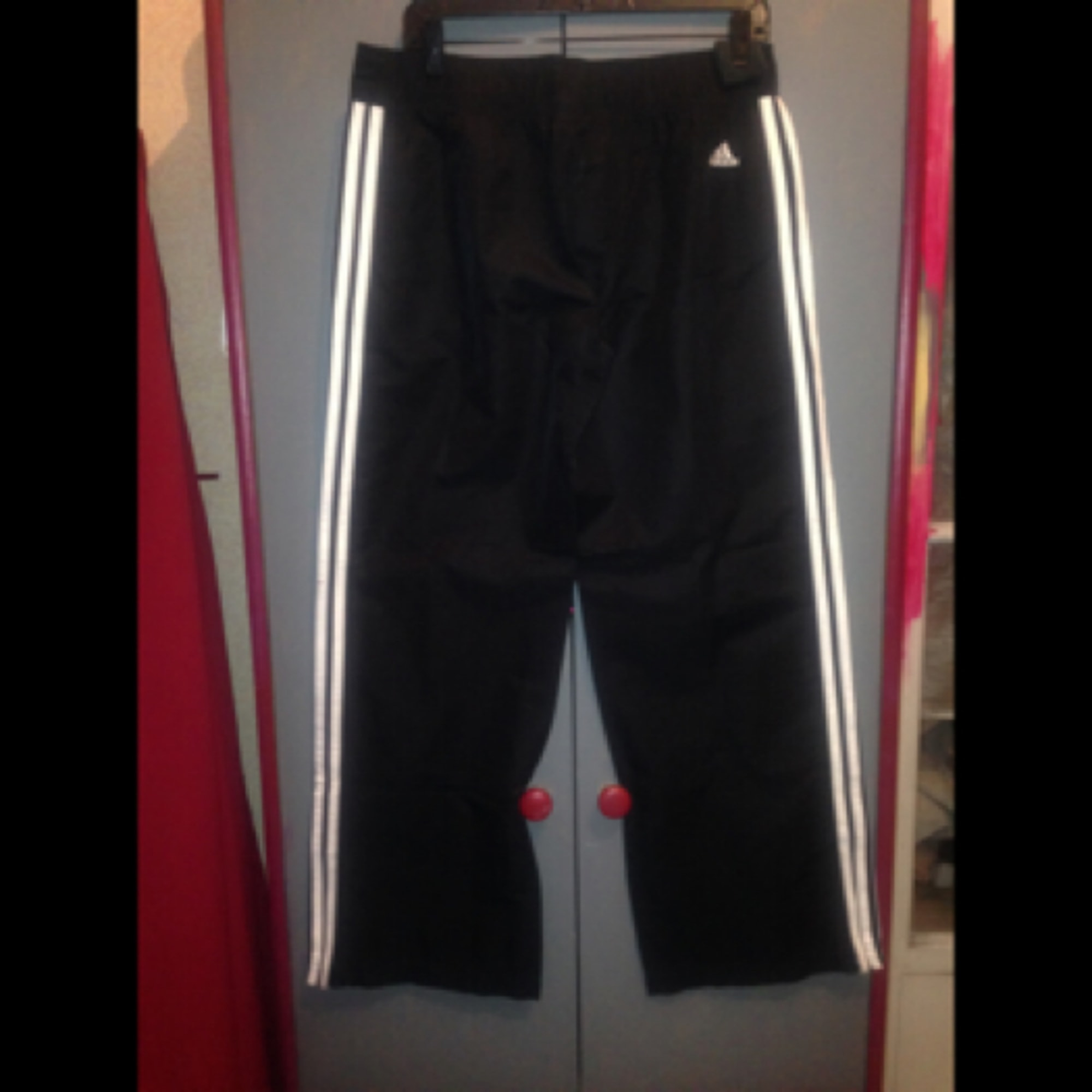 pantaloni adidas larghi