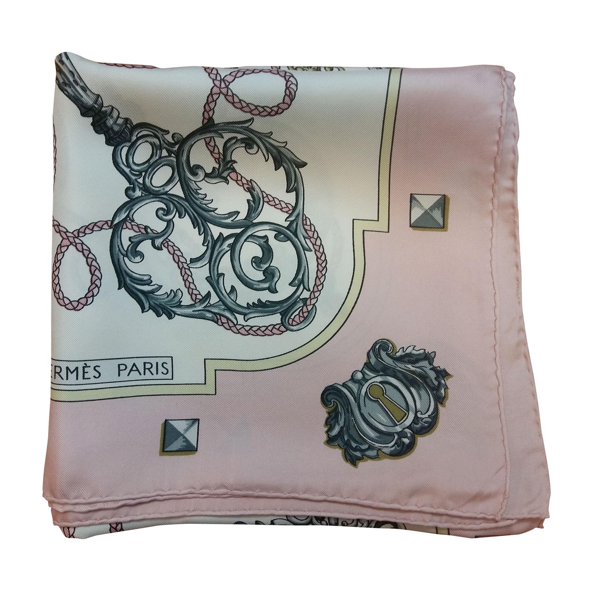 9b93121c26 Foulard HERMÈS rose vendu par Cécile de quoi de 9 - 4518762