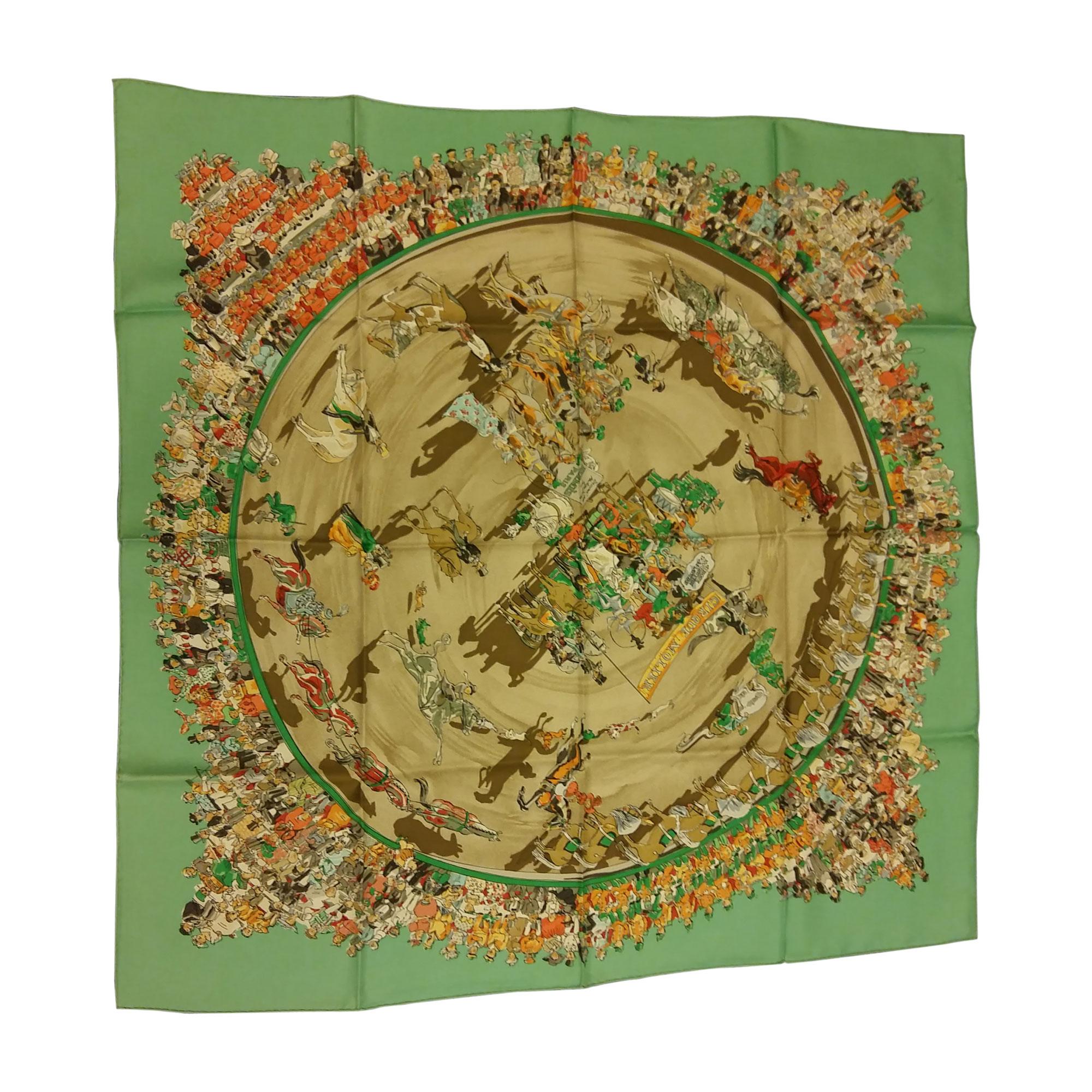 98f237dfb647 Foulard HERMÈS vert vendu par Cécile de quoi de 9 - 4809875