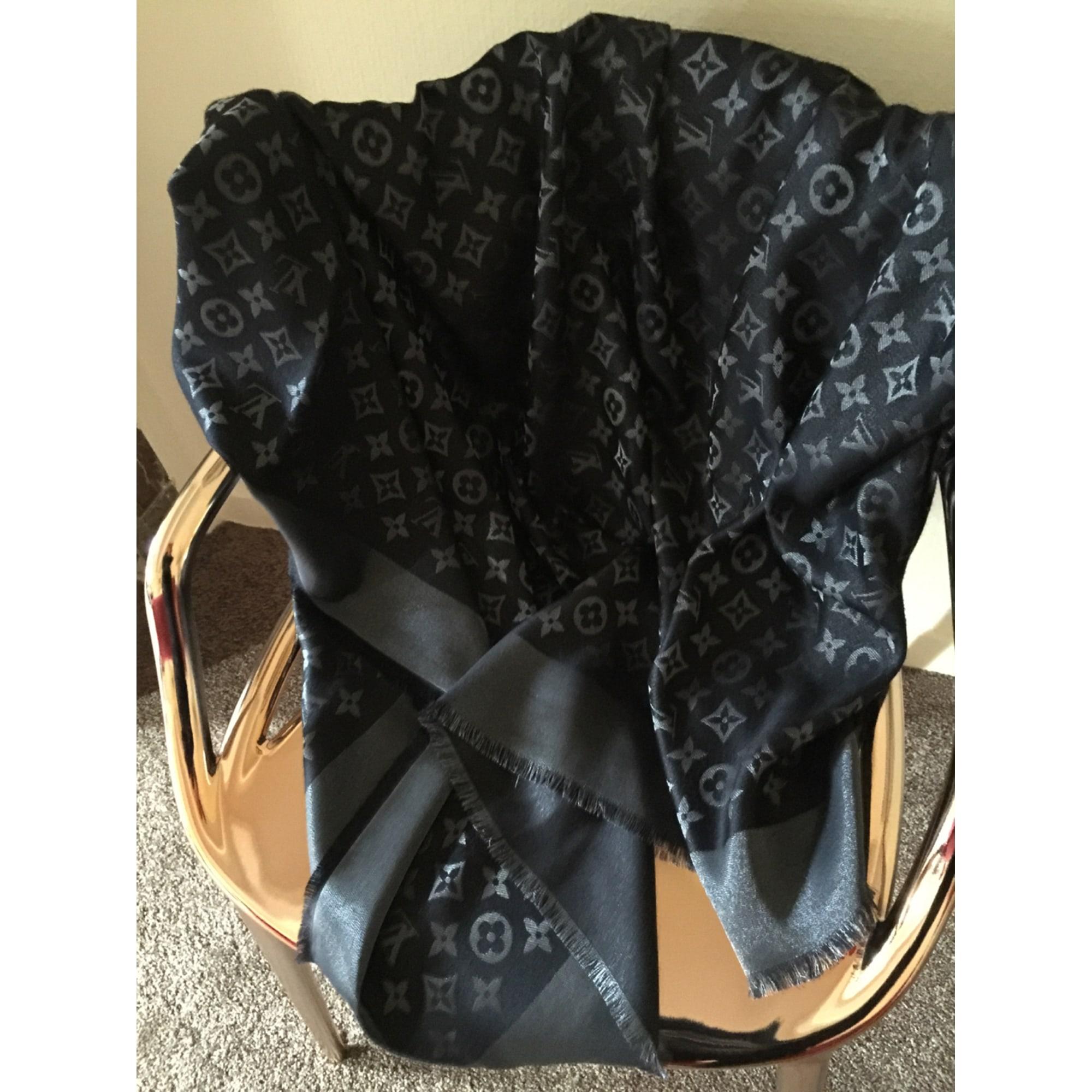 Châle LOUIS VUITTON noir vendu par Marie helene 10520389 - 5537603 a90022e8a2f