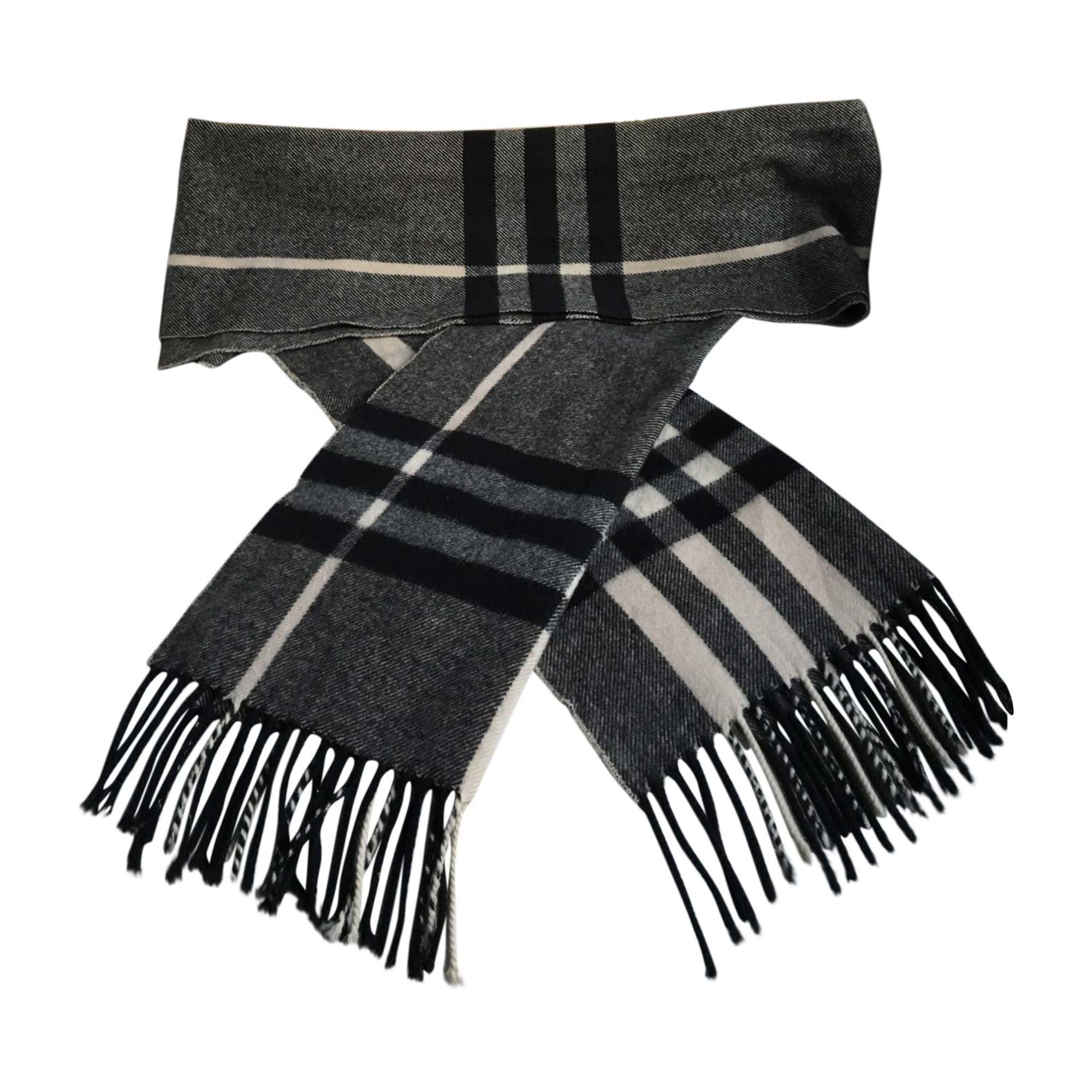 90cd1ec1124 Echarpe BURBERRY blanc noir gris vendu par D emeric 2550720 - 5674719