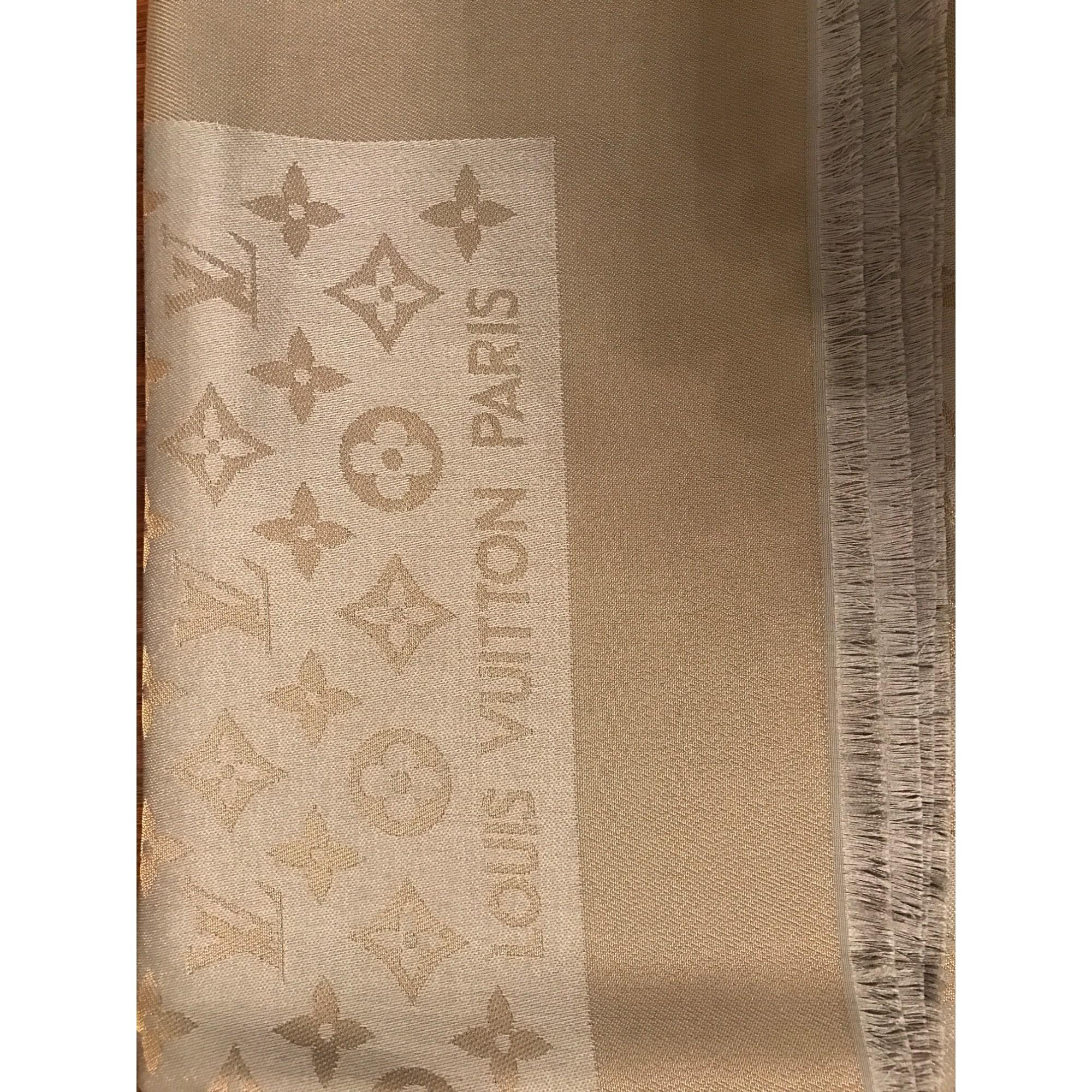 Châle LOUIS VUITTON beige vendu par Bunyamin - 5889982 d2dbdf1f736