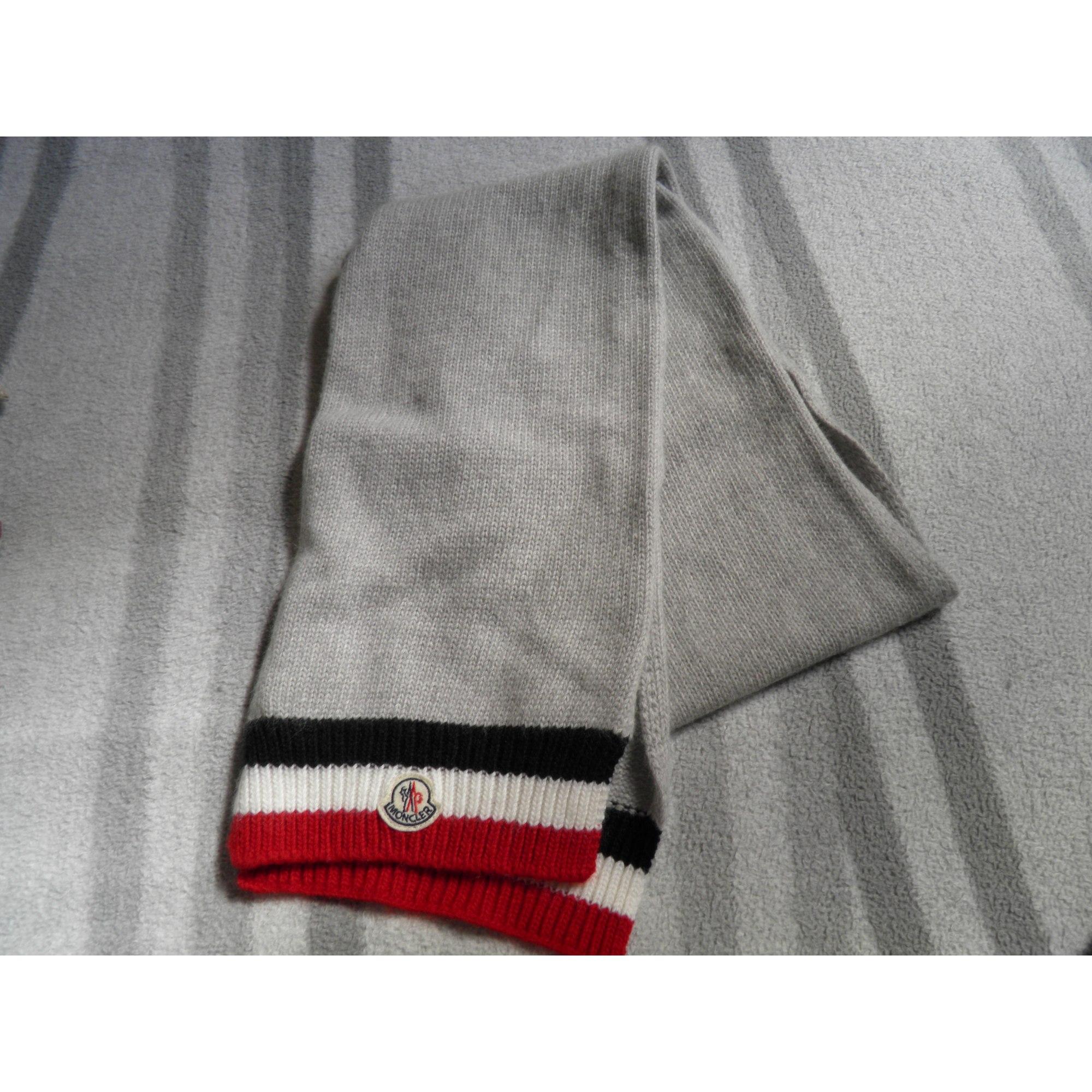 370d89e3a950 Echarpe MONCLER gris vendu par Ludivine8136 - 5930372