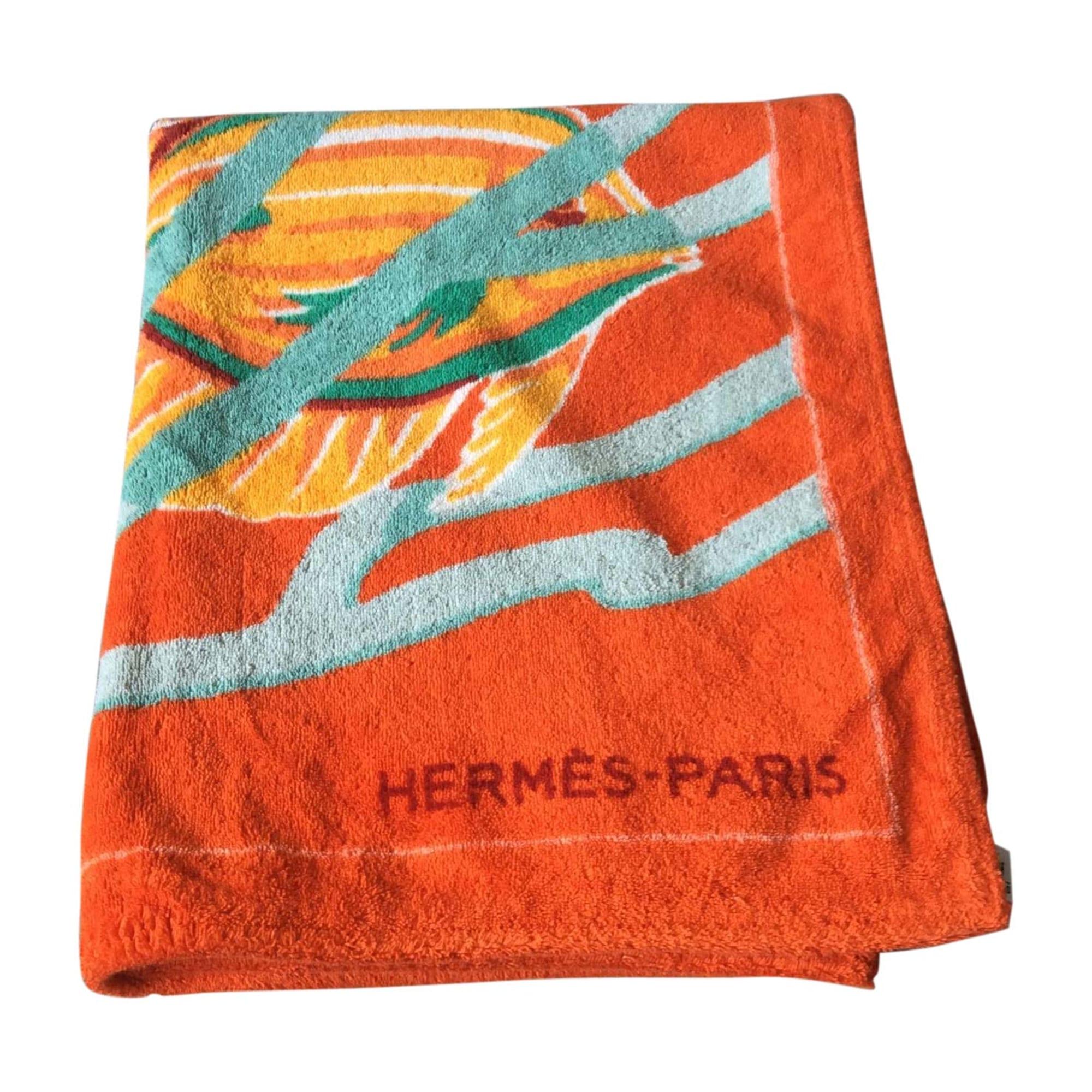 Etole HERMÈS orange vendu par Plumie - 6071798 f44e4655286