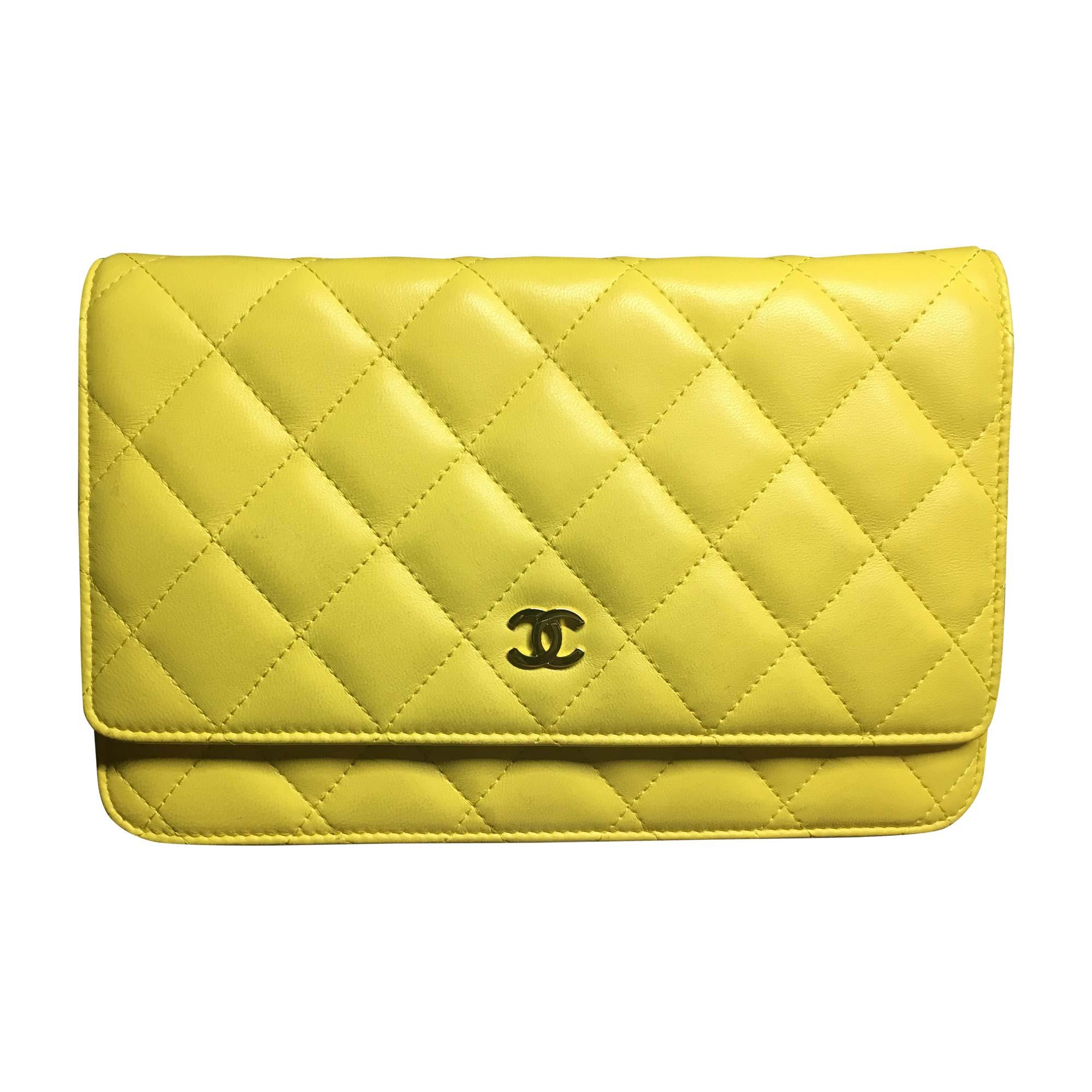 47a86488eb0b Leather Clutch CHANEL yellow vendu par Laura 6079 - 6521387