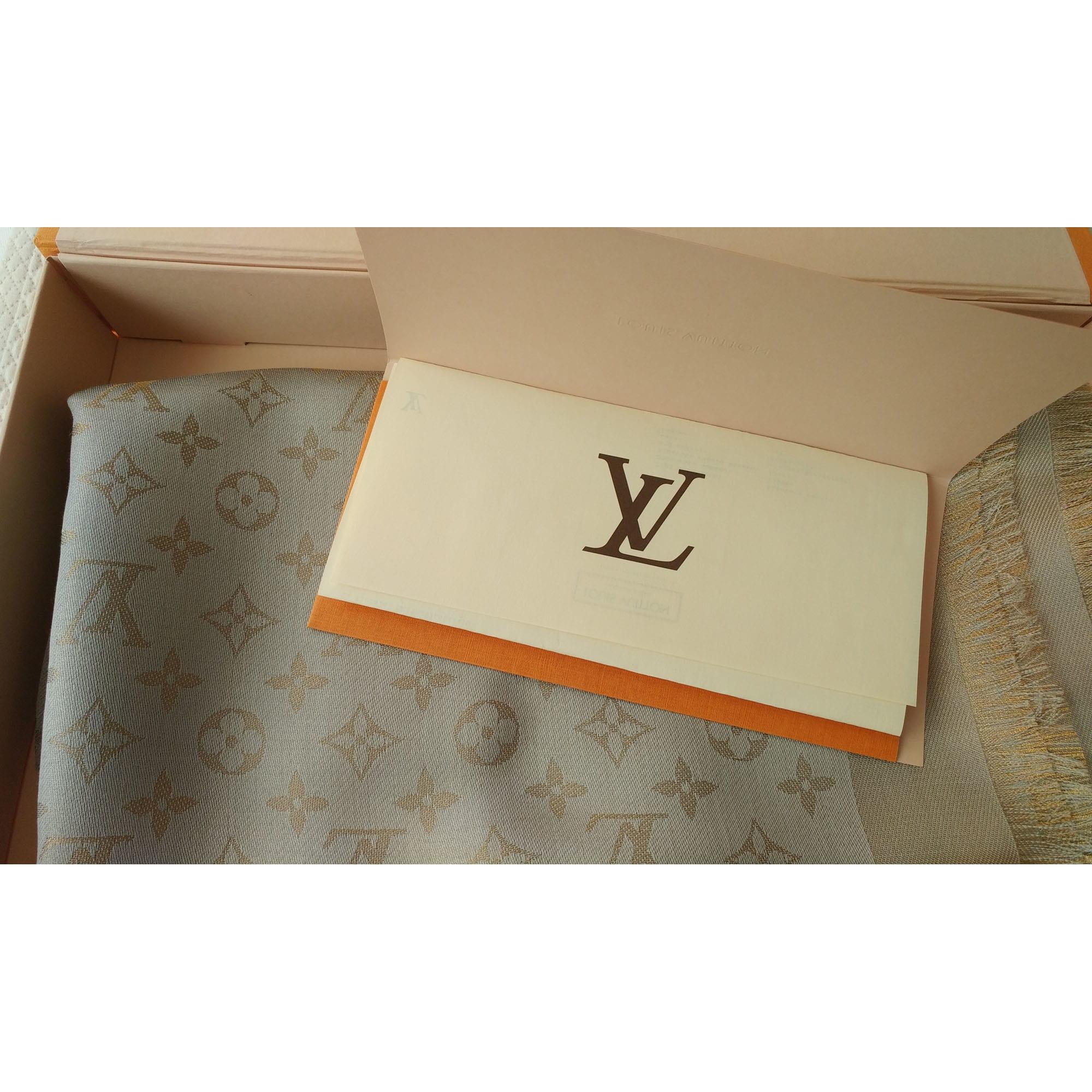 Châle LOUIS VUITTON beige vendu par Luxeluv - 6778338 e1e30e807a0