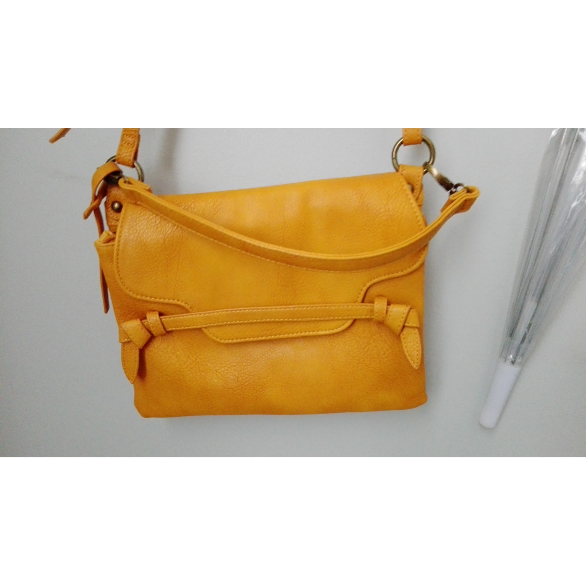 64205786dd Sac en bandoulière en tissu BONOBO jaune vendu par D'annesop508053 ...