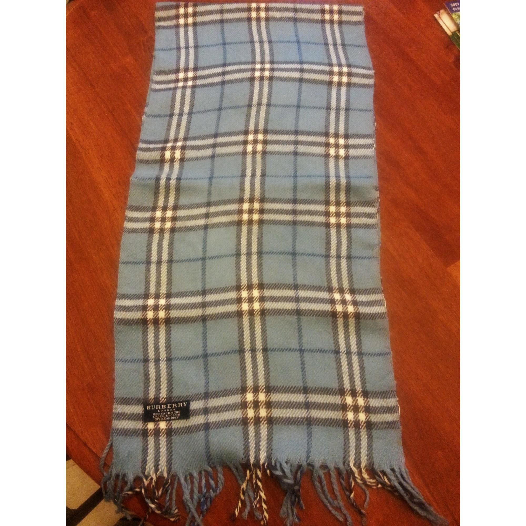 Echarpe BURBERRY bleu vendu par Manialuxe - 7275396 ba1c3fdd88e