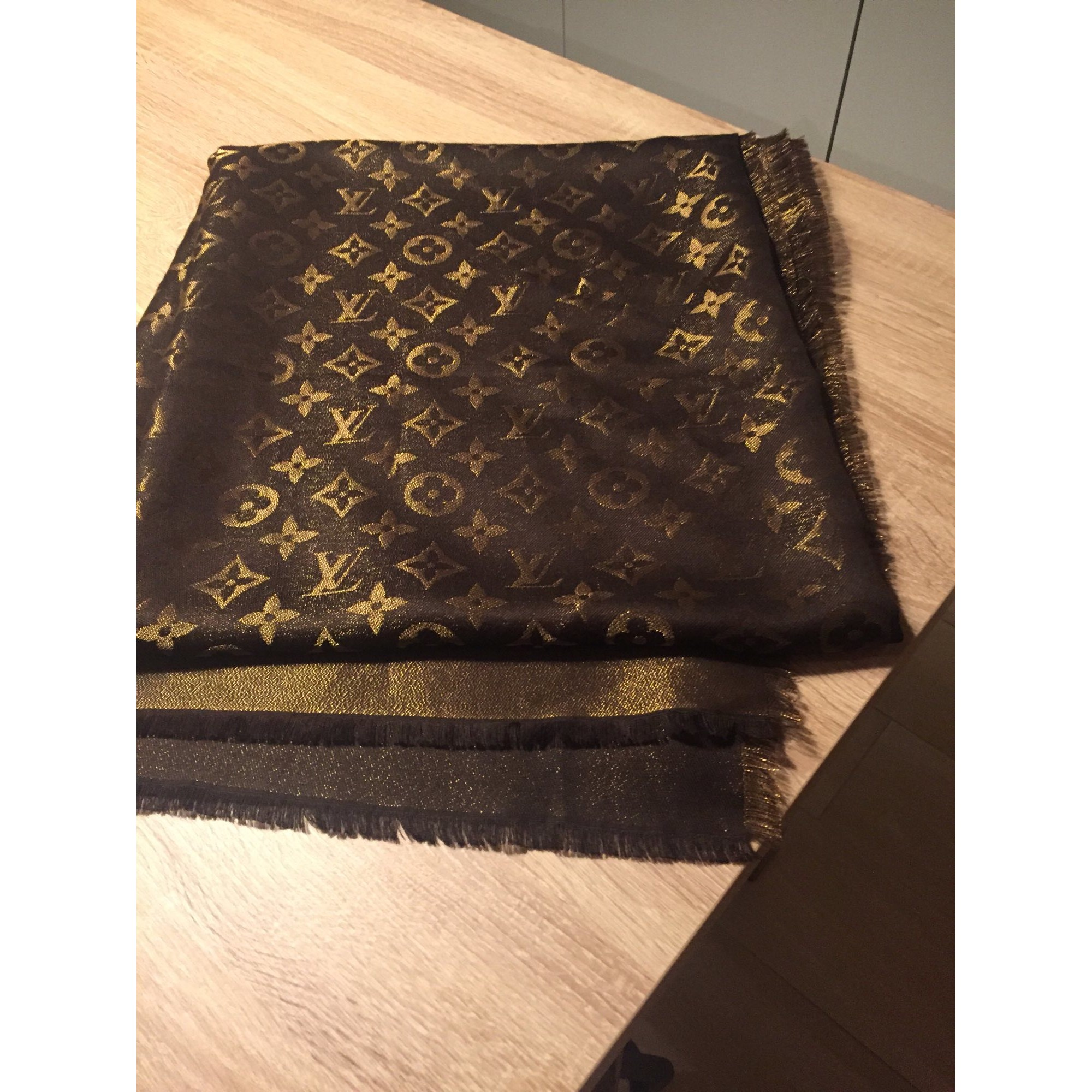 3a54dad37d Scialle LOUIS VUITTON marrone vendu par Sandra1530 - 7305303